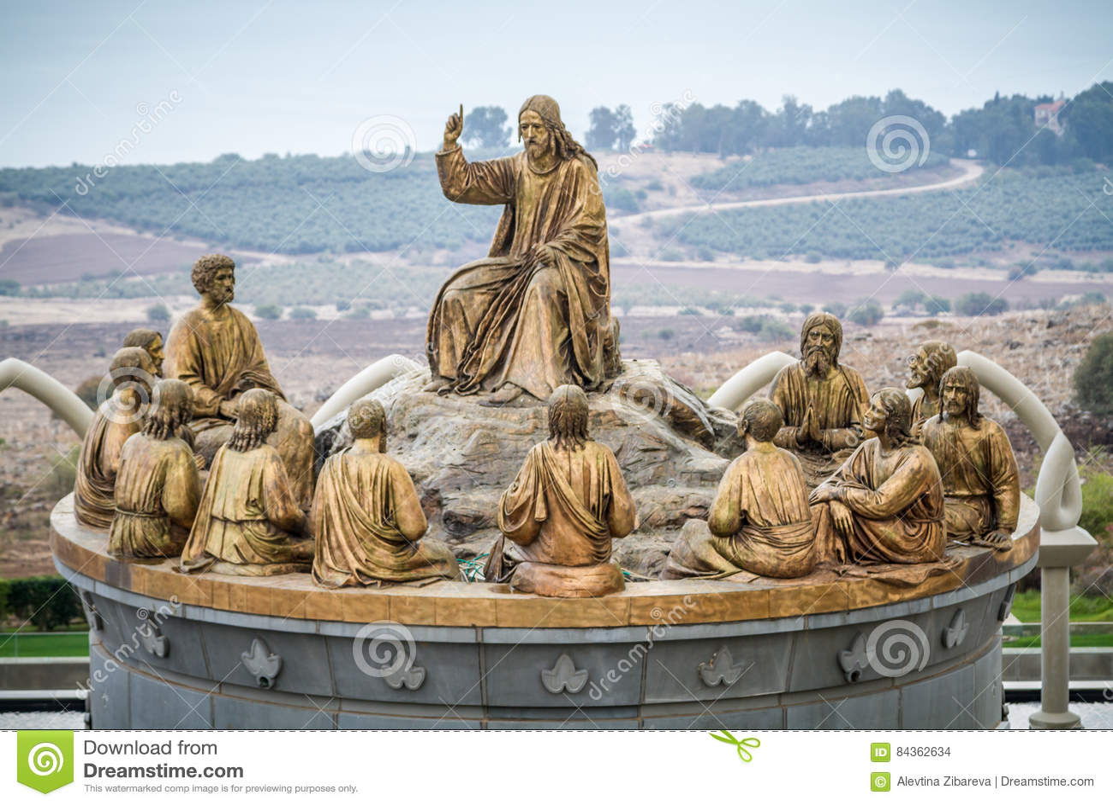 Las estatuas de Jesús y de doce apóstoles, Domus Galilaeae en Israel