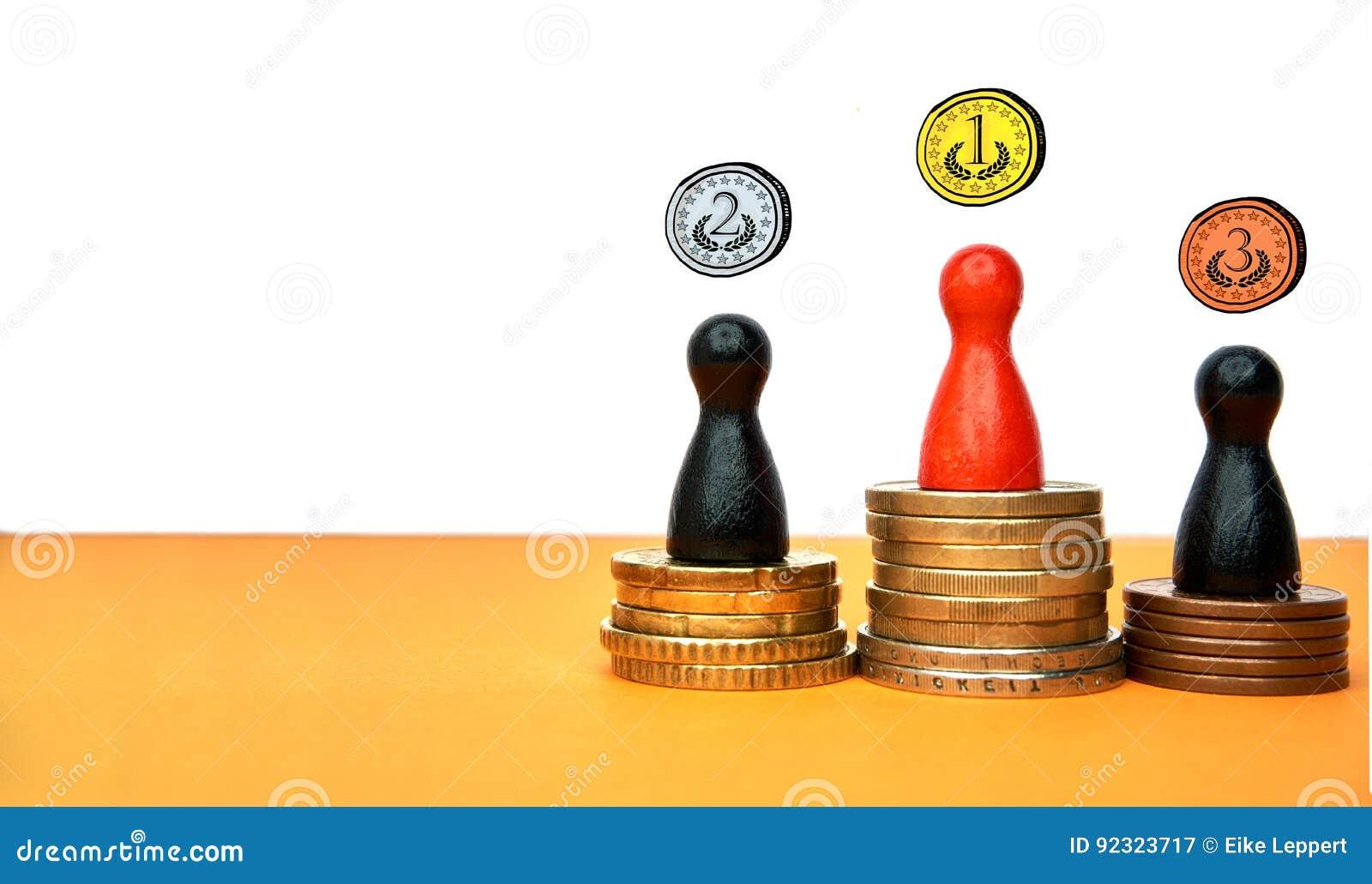 Las figuras coloridas del juego simbolizan un podio de los ganadores con el dinero - con el espacio de la copia y las medallas ex