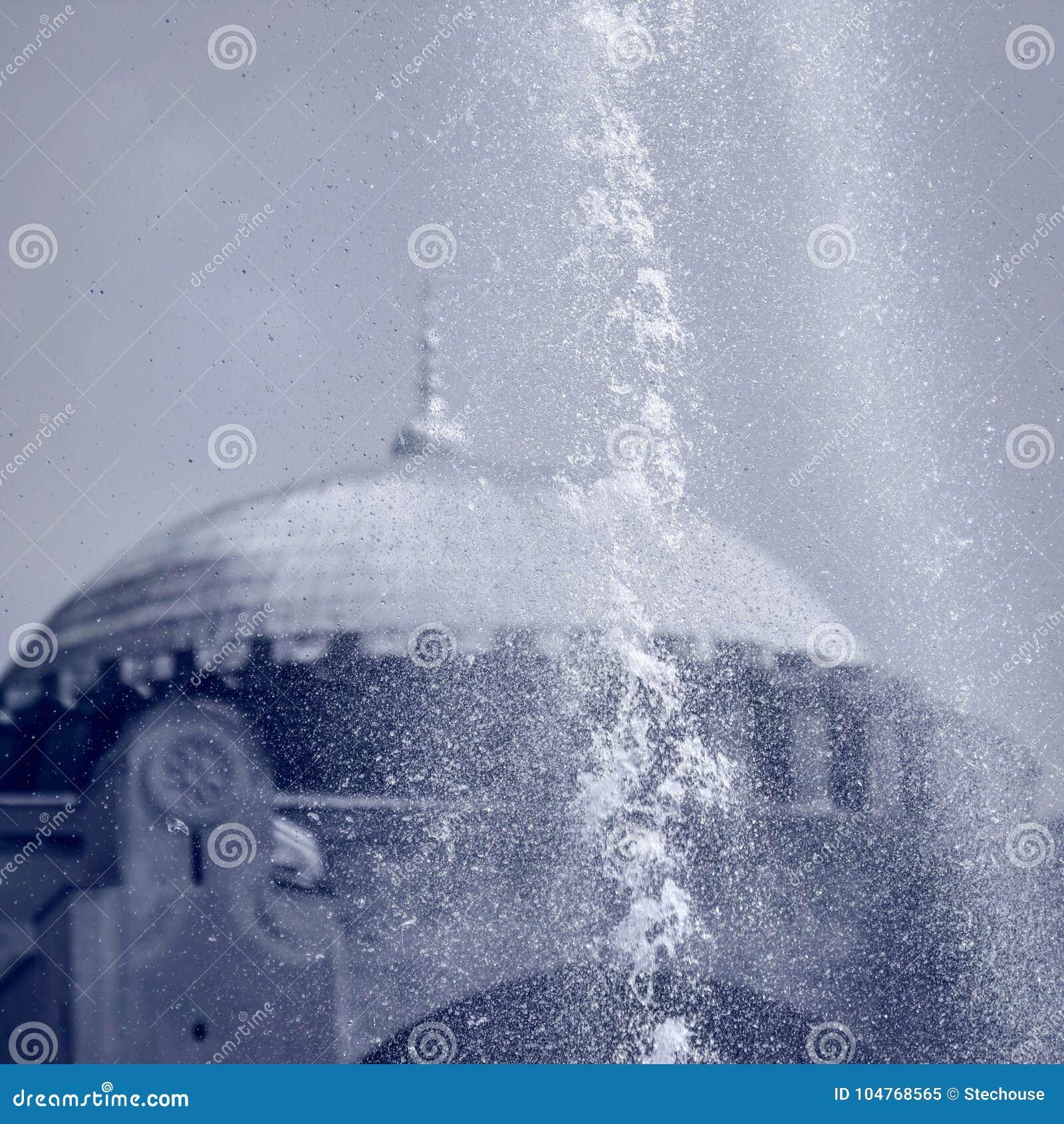 Las fuentes famosas delante de Hagia Sophia - Estambul - TURQUÍA