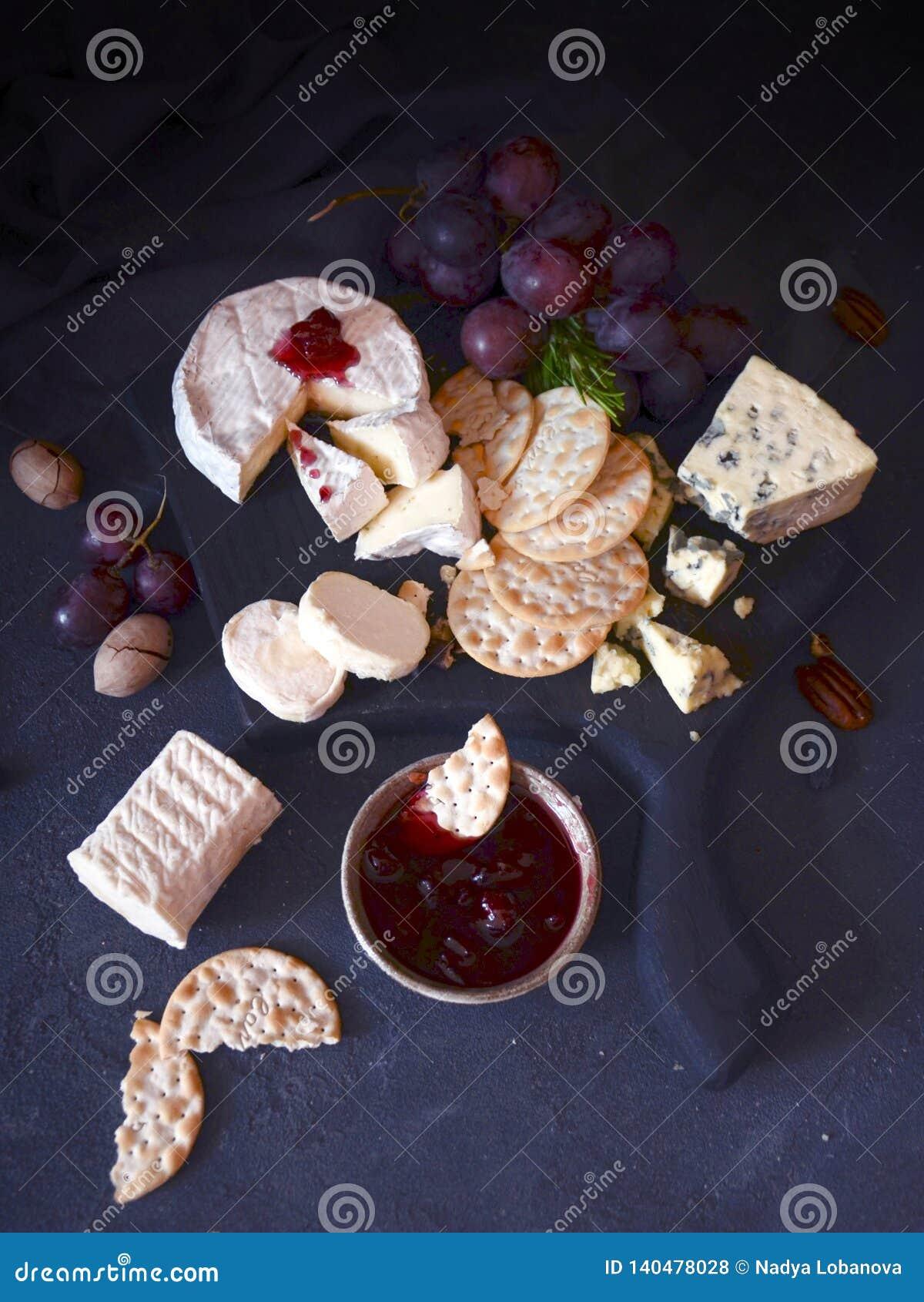 Las galletas con las nueces del queso atascan y las uvas
