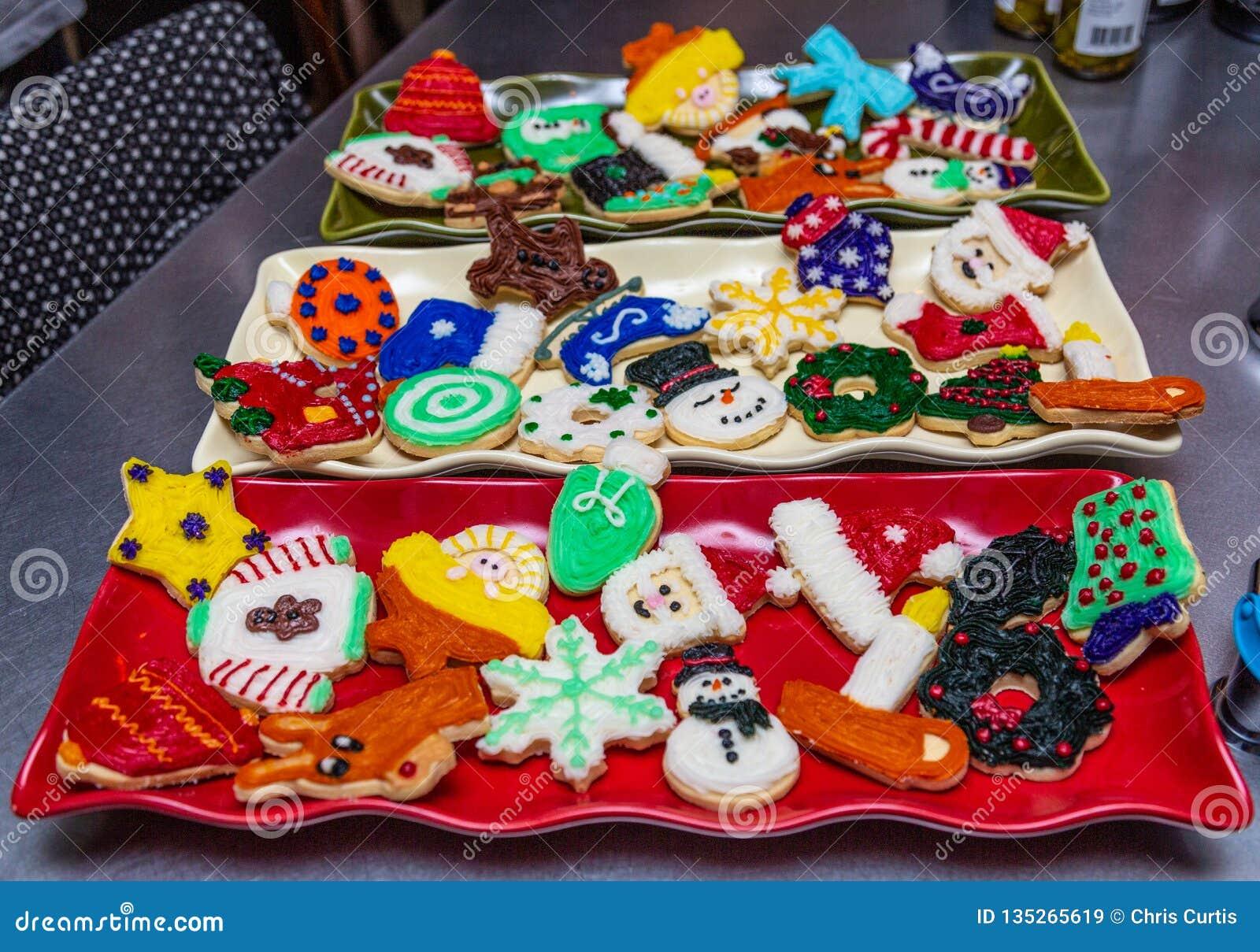Las galletas de la Navidad adornaron para una celebración de días festivos