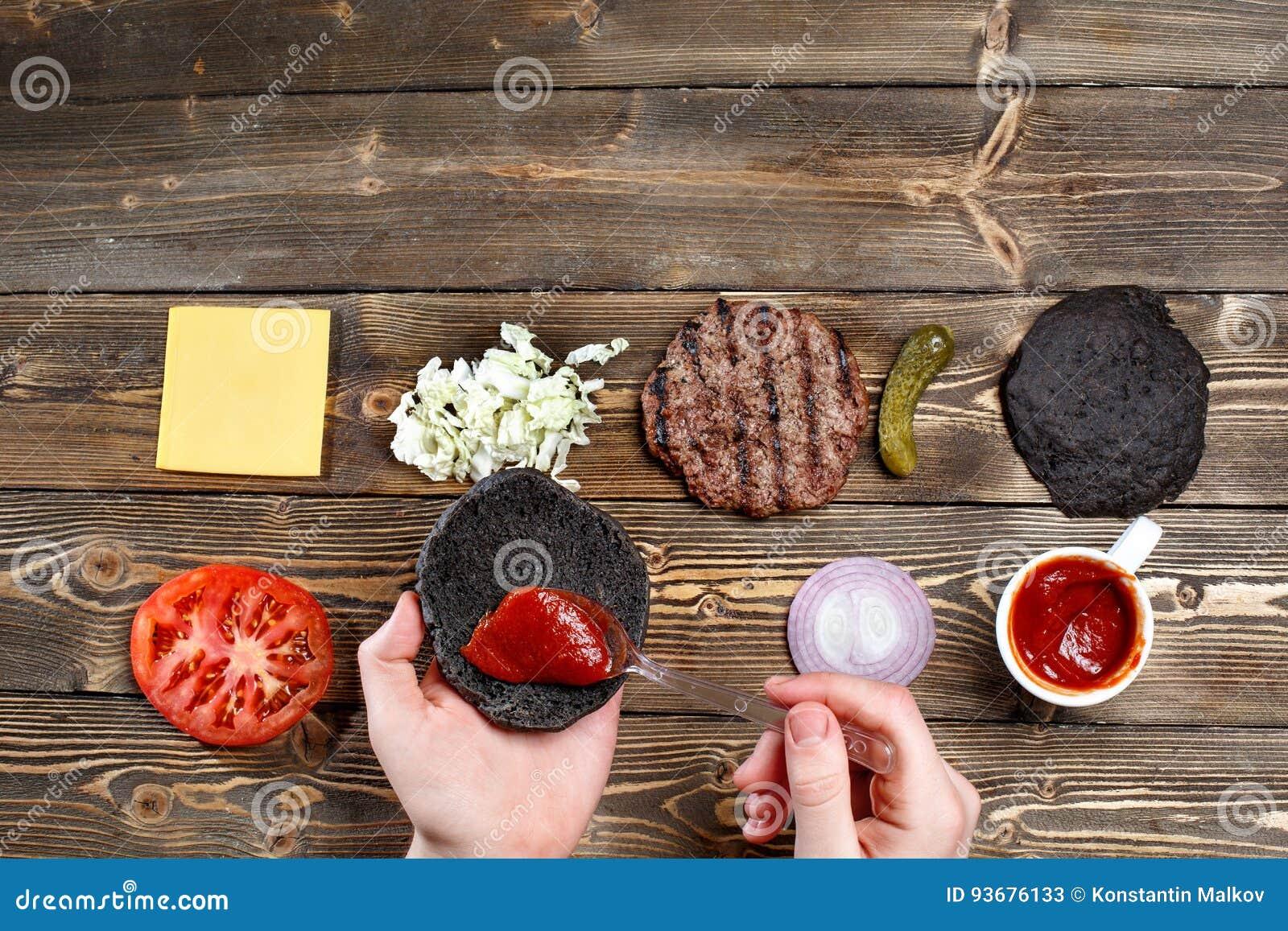 Las Manos Para Aumentar La Hamburguesa, Separaron La Salsa De Tomate ...