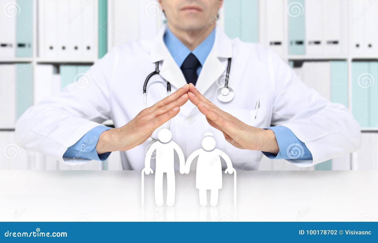 Las manos se cuidan protegen a personas mayores del símbolo del seguro médico