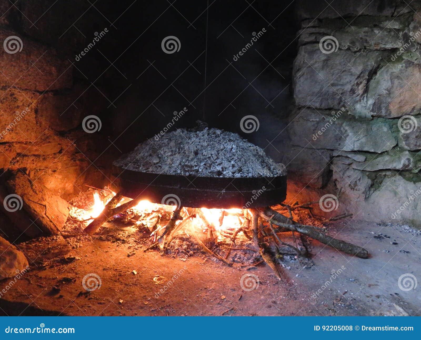 Las MERCANCÍAS DE COCINAR tradicionales, supuesto ` de GASTRA de Epirus, Grecia