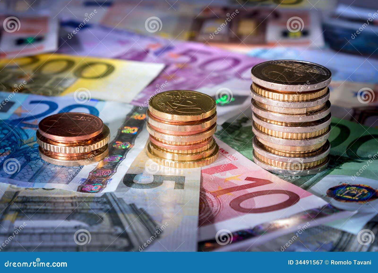 Las monedas trazan en la bolsa de acción euro de los billetes de banco, dinero en subida