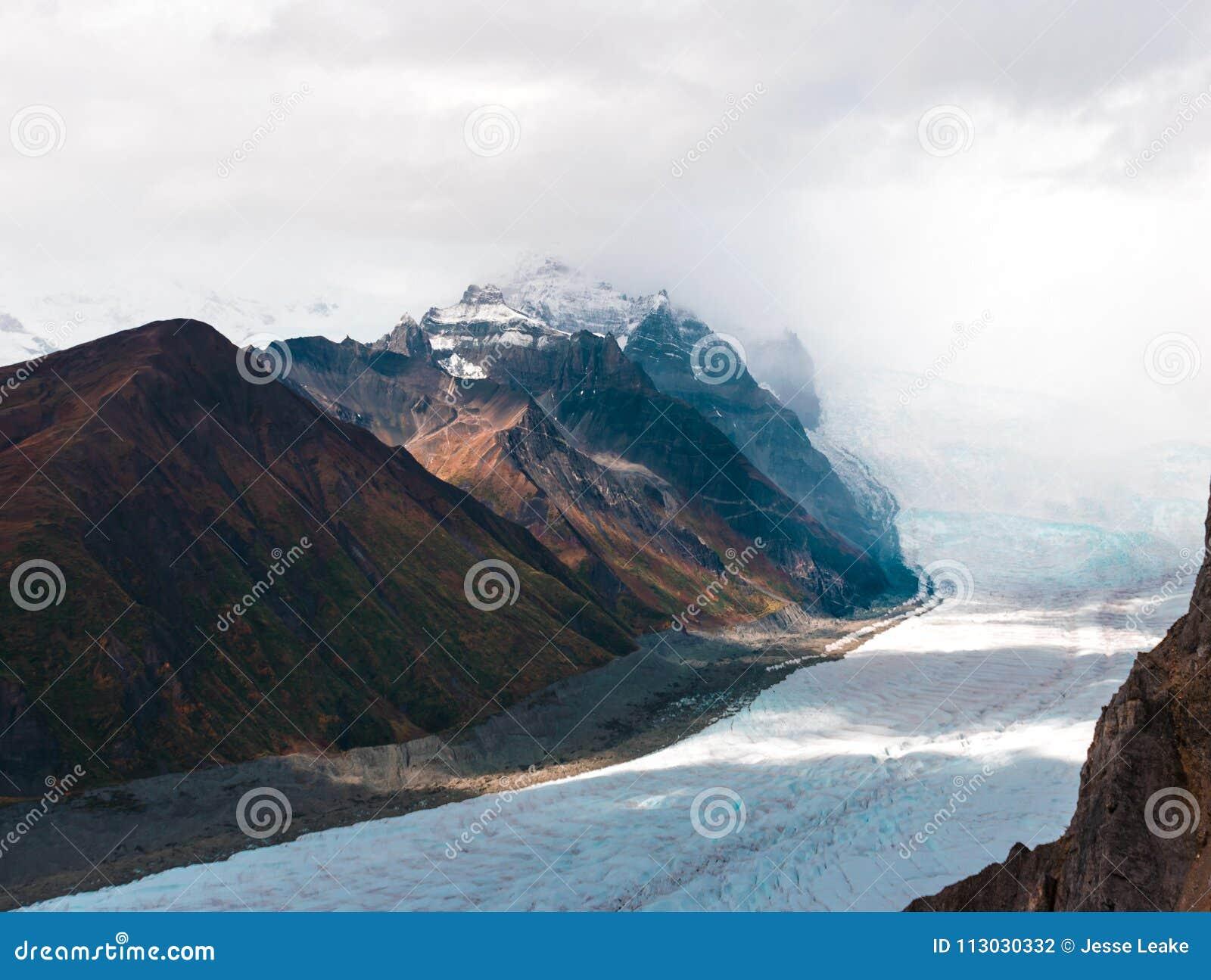 Las montañas épicas del St Elias National de Wrangell