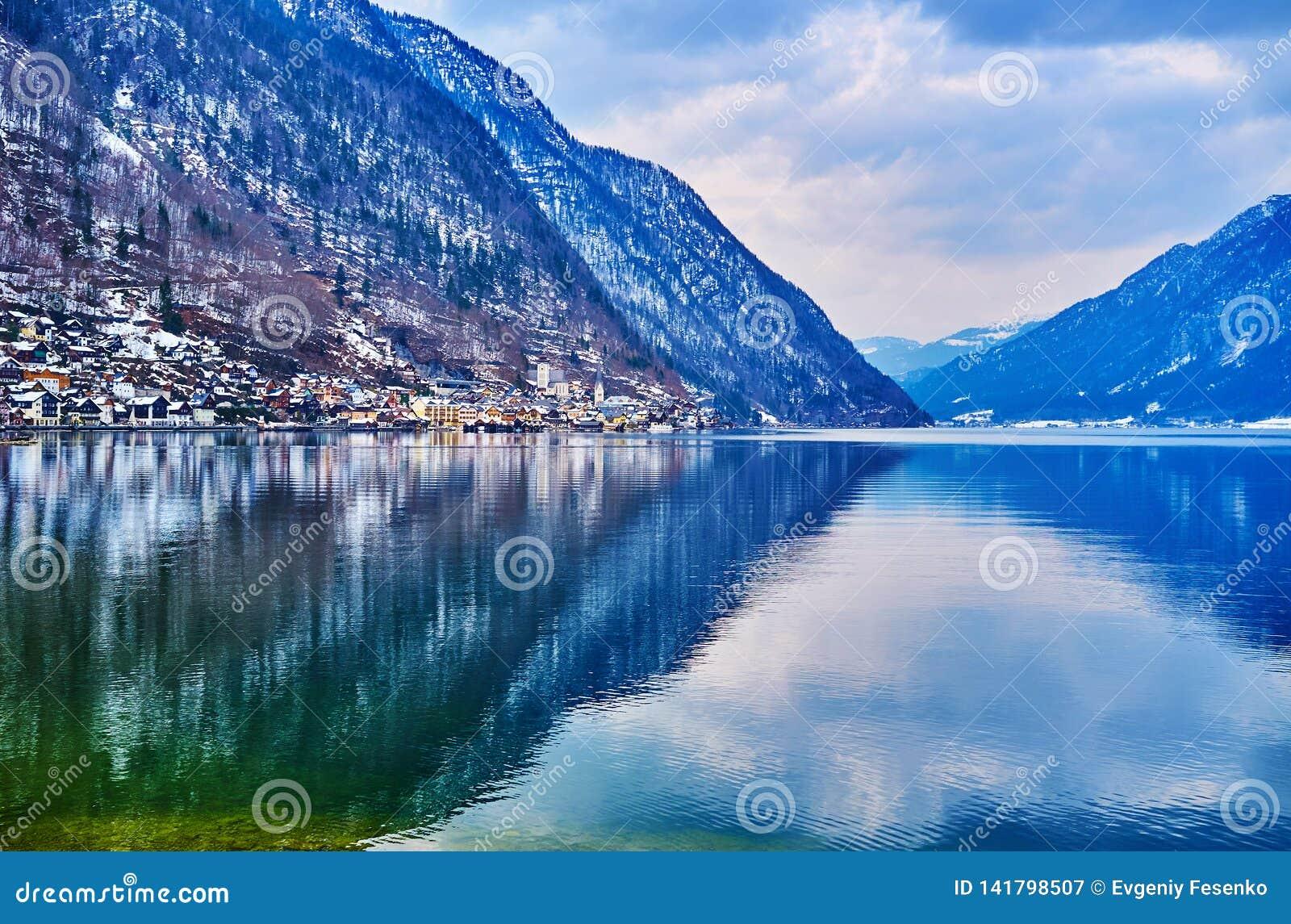 Las montañas alrededor del lago Hallstattersee, Salzkammergut, Austria