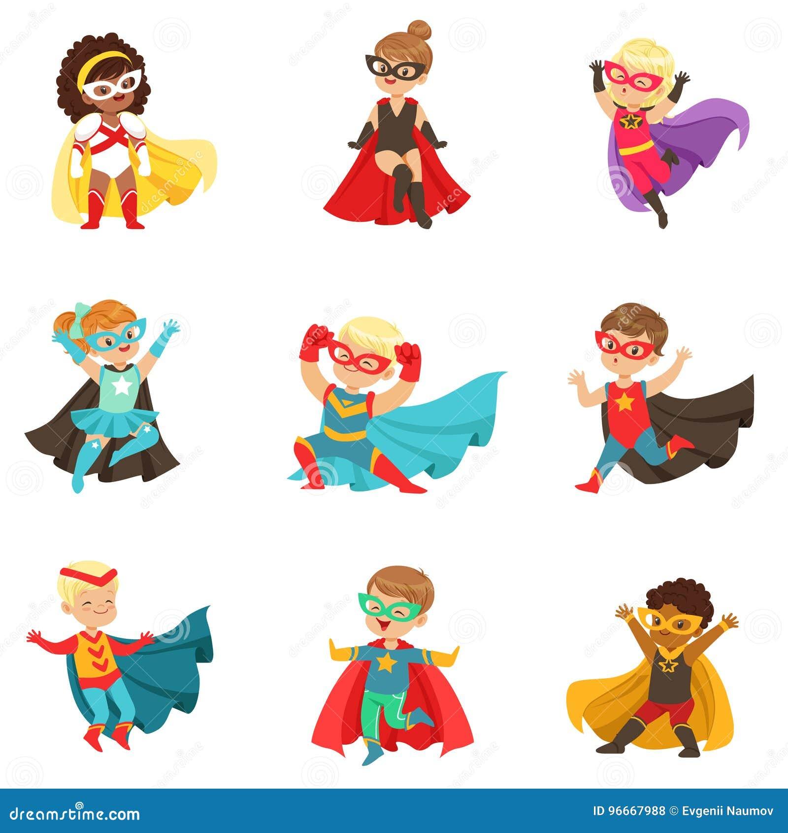 Las muchachas y los muchachos del super héroe fijaron, los niños en ejemplos coloridos del vector de los trajes del super héroe
