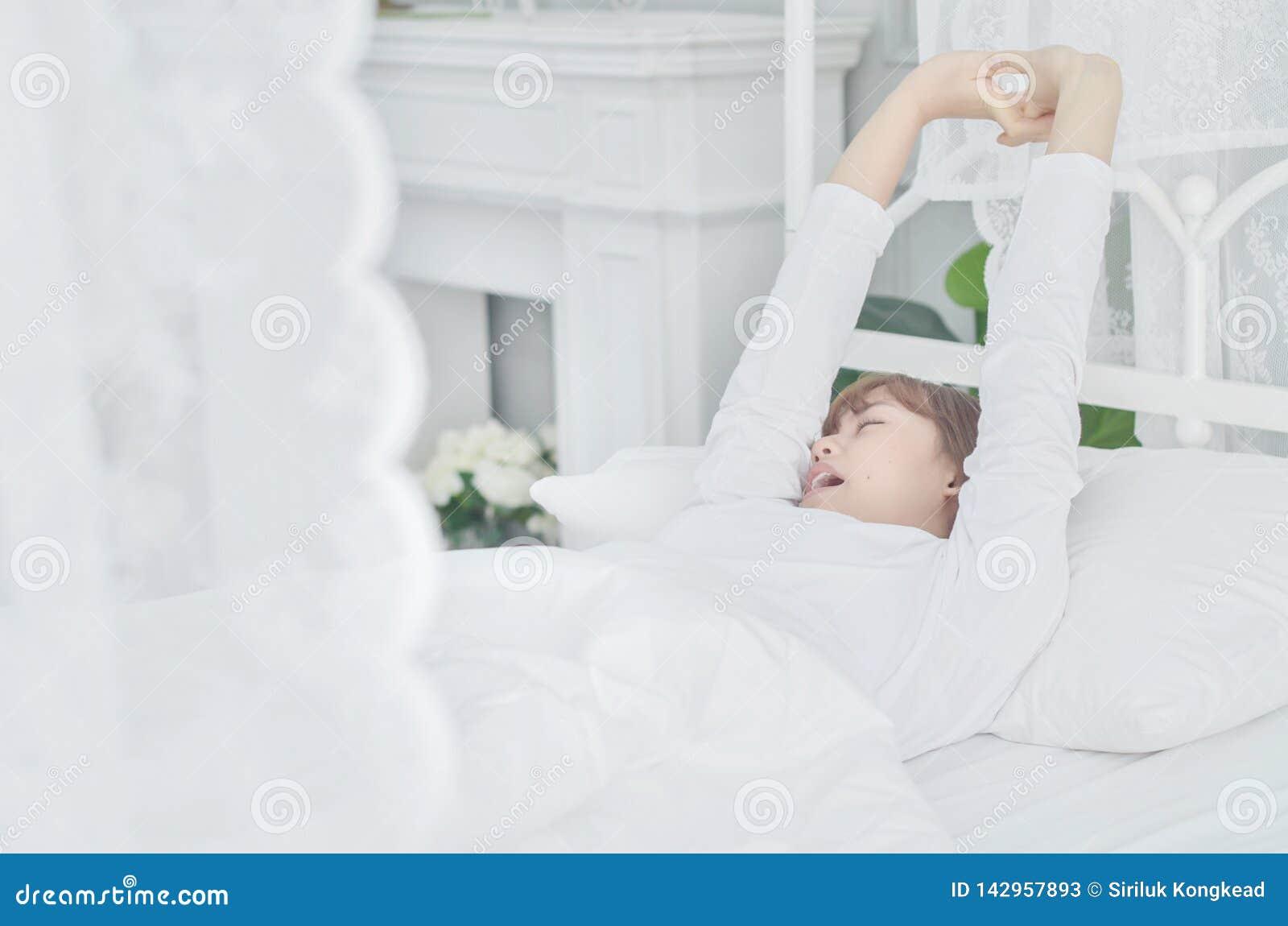 Las mujeres que llevaban las camisas blancas acaban de despertar