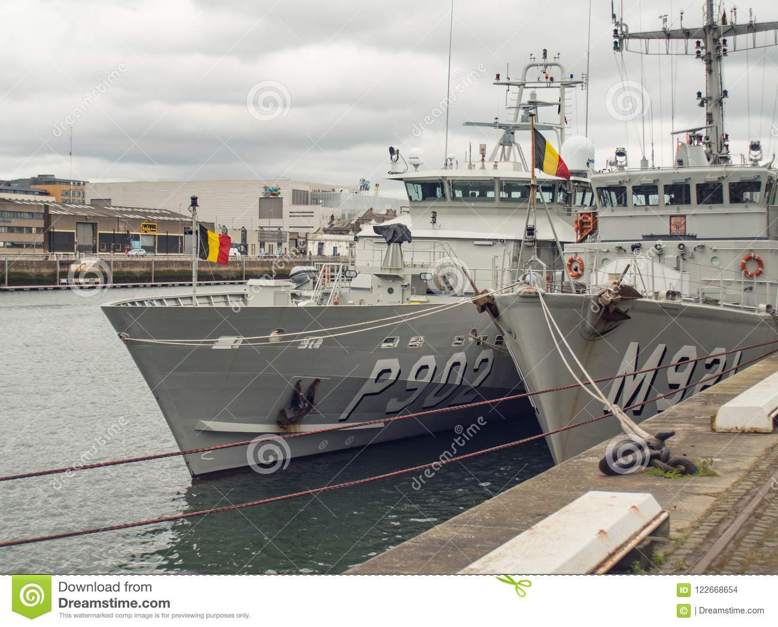 Las naves belgas de los militares de la marina de guerra atracaron en el río Liffey, Dublín, Irlanda