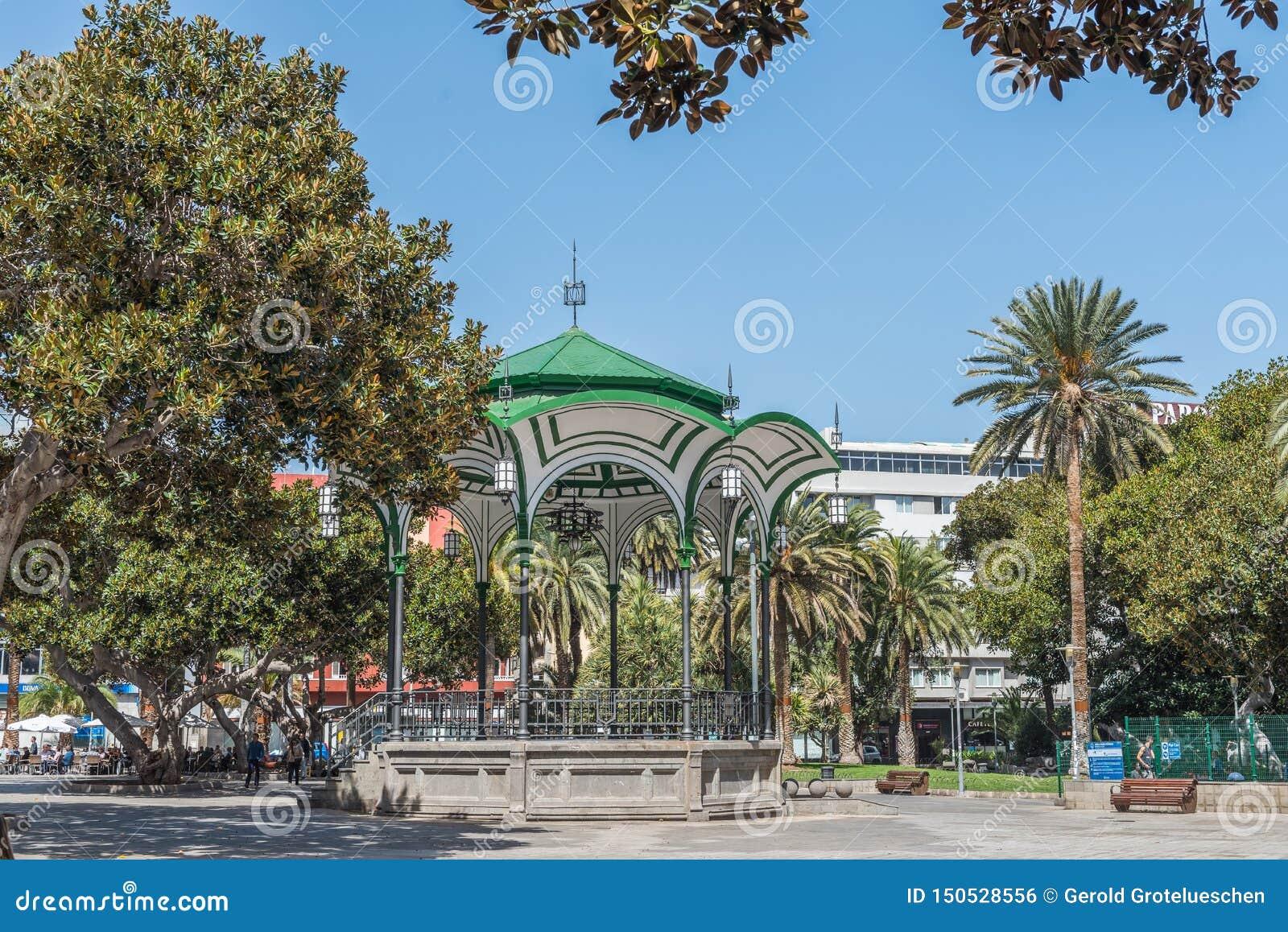 LAS PALMAS DE GRAN CANARIA HISZPANIA, MARZEC, - 10, 2019: Uliczny widok Widok altana na miasto ulicie