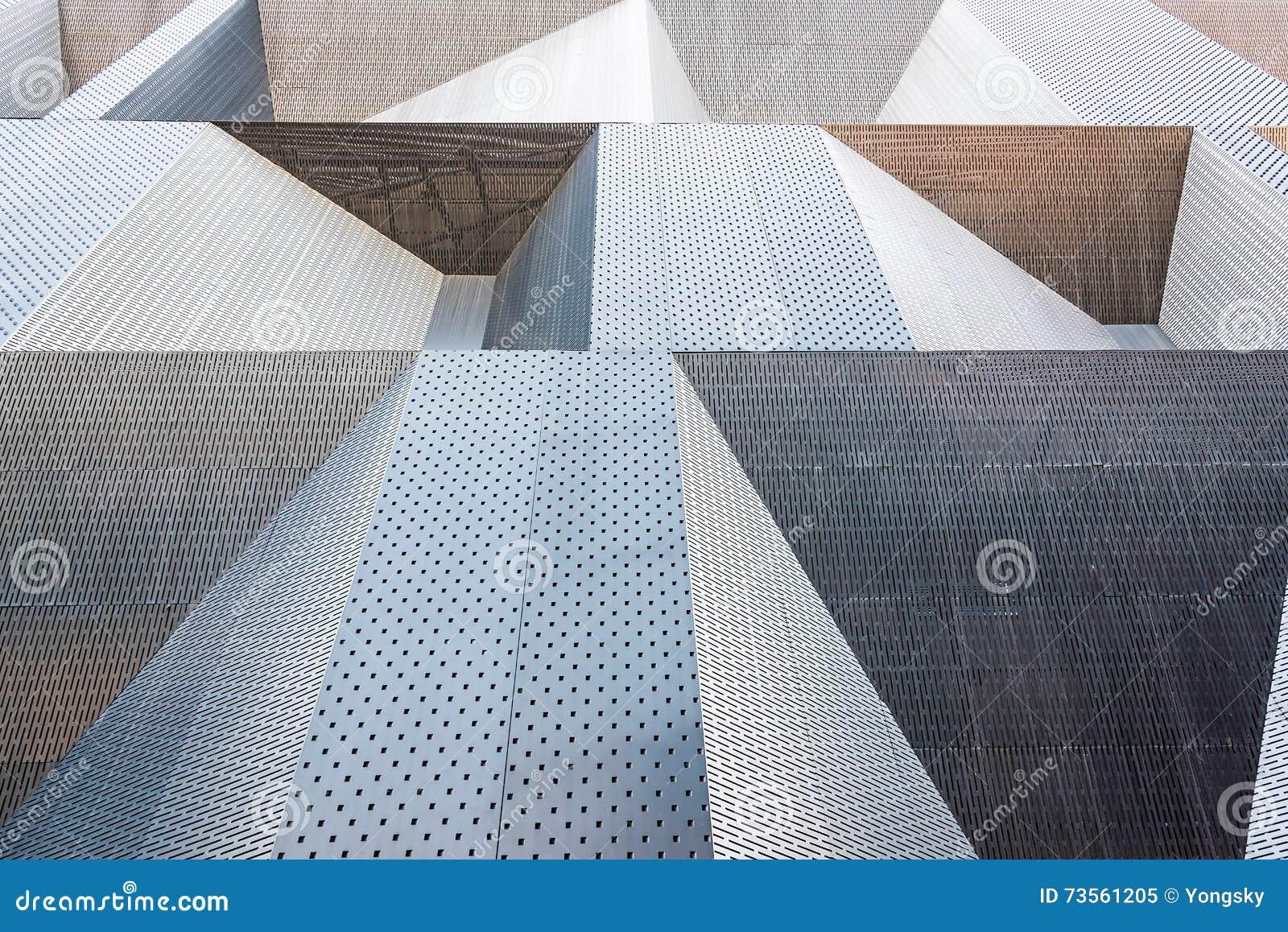 Las paredes externas del sentido simple metálico