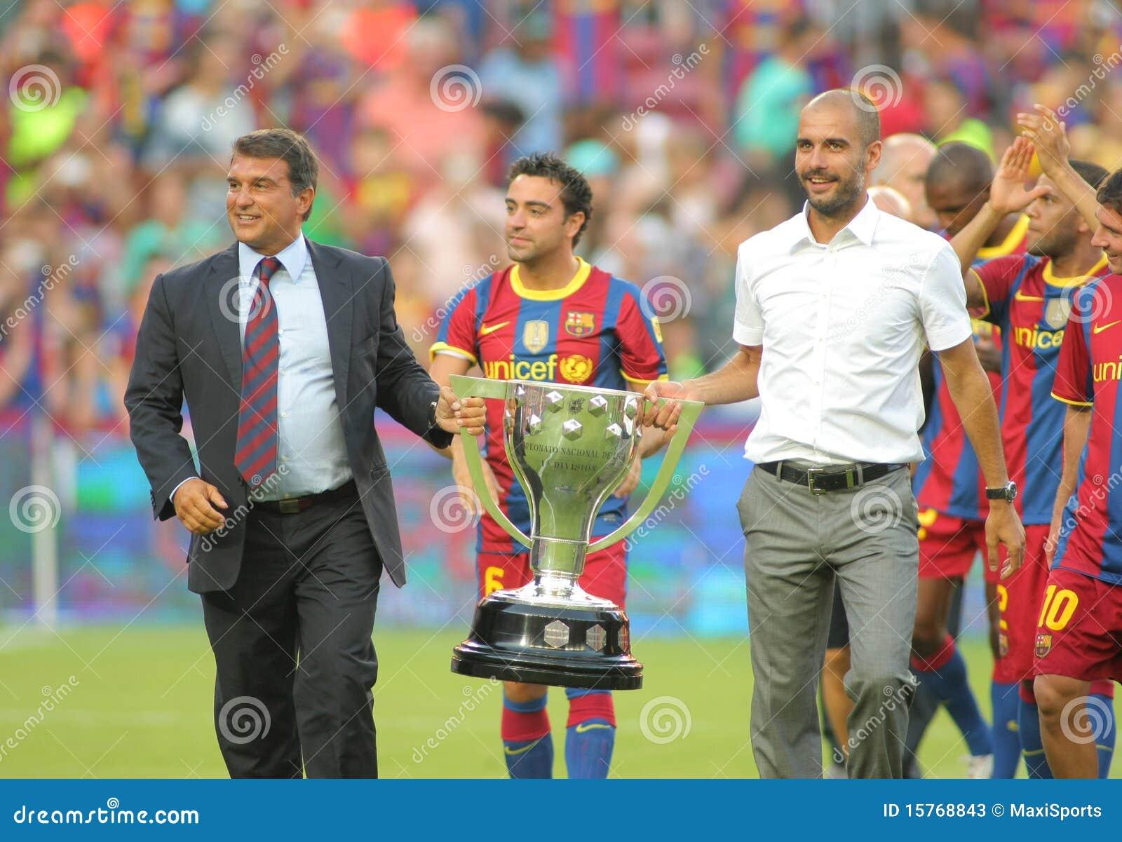 Las personas de FC Barcelona celebran el La Liga