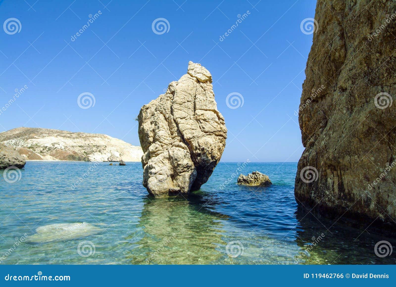 Las rocas del Aphrodite en la costa meridional de Chipre