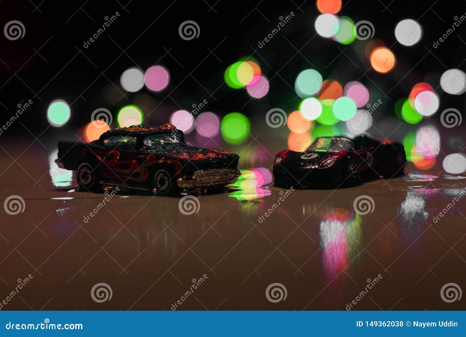Las ruedas calientes juegan los coches en luz corta