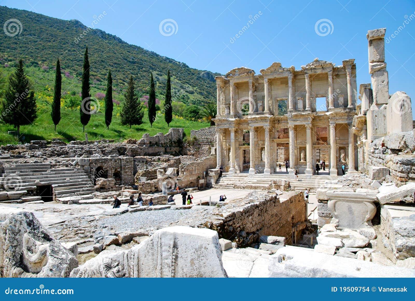 Las ruinas de la biblioteca de Celsus en Ephesus