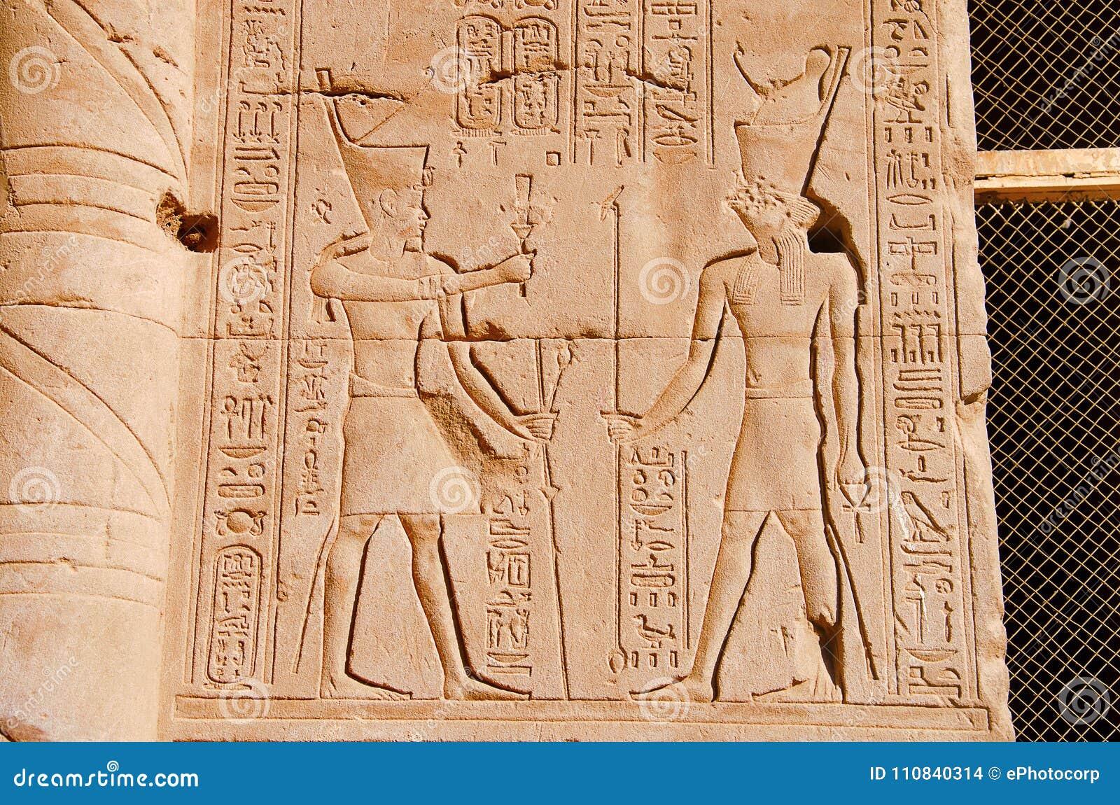 Las tallas en la pared interna del templo de Edfu, es una de las mejores capillas preservadas de Egipto, dedicado a dios Horus de