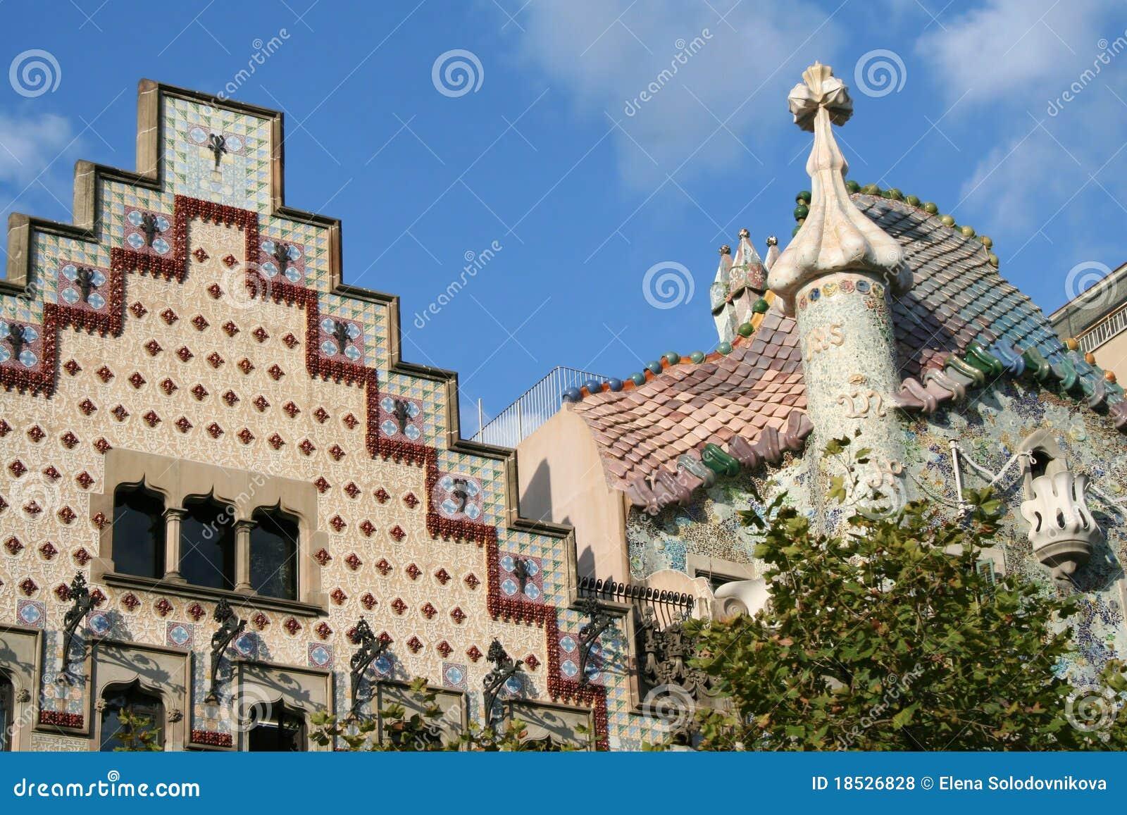 Las tapas de dos casas famosas en barcelona foto de archivo editorial imagen 18526828 for Inmobiliarias barcelona