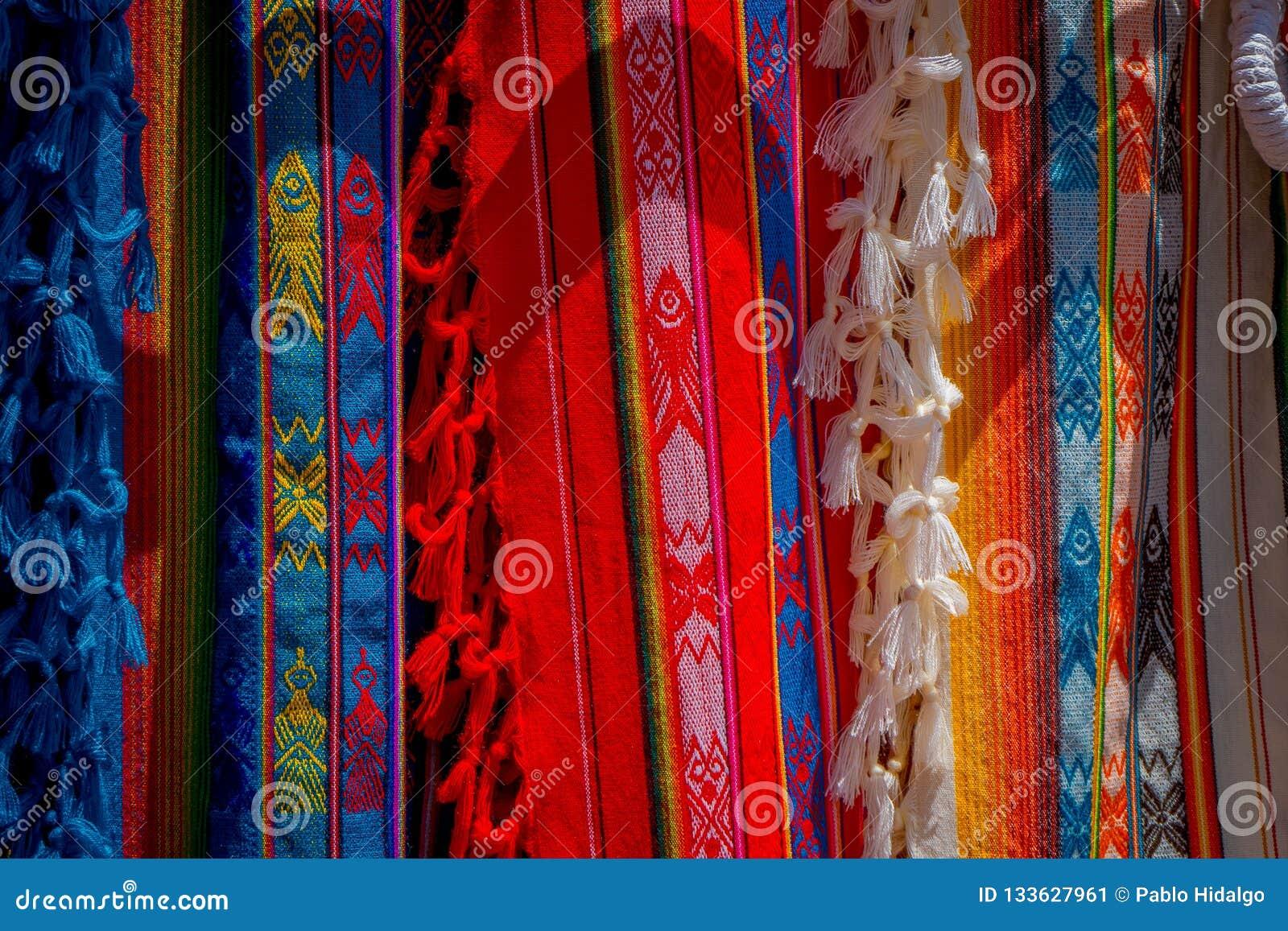 Las Telas Andinas Típicas Vendidas En El Mercado De Las Artesanías