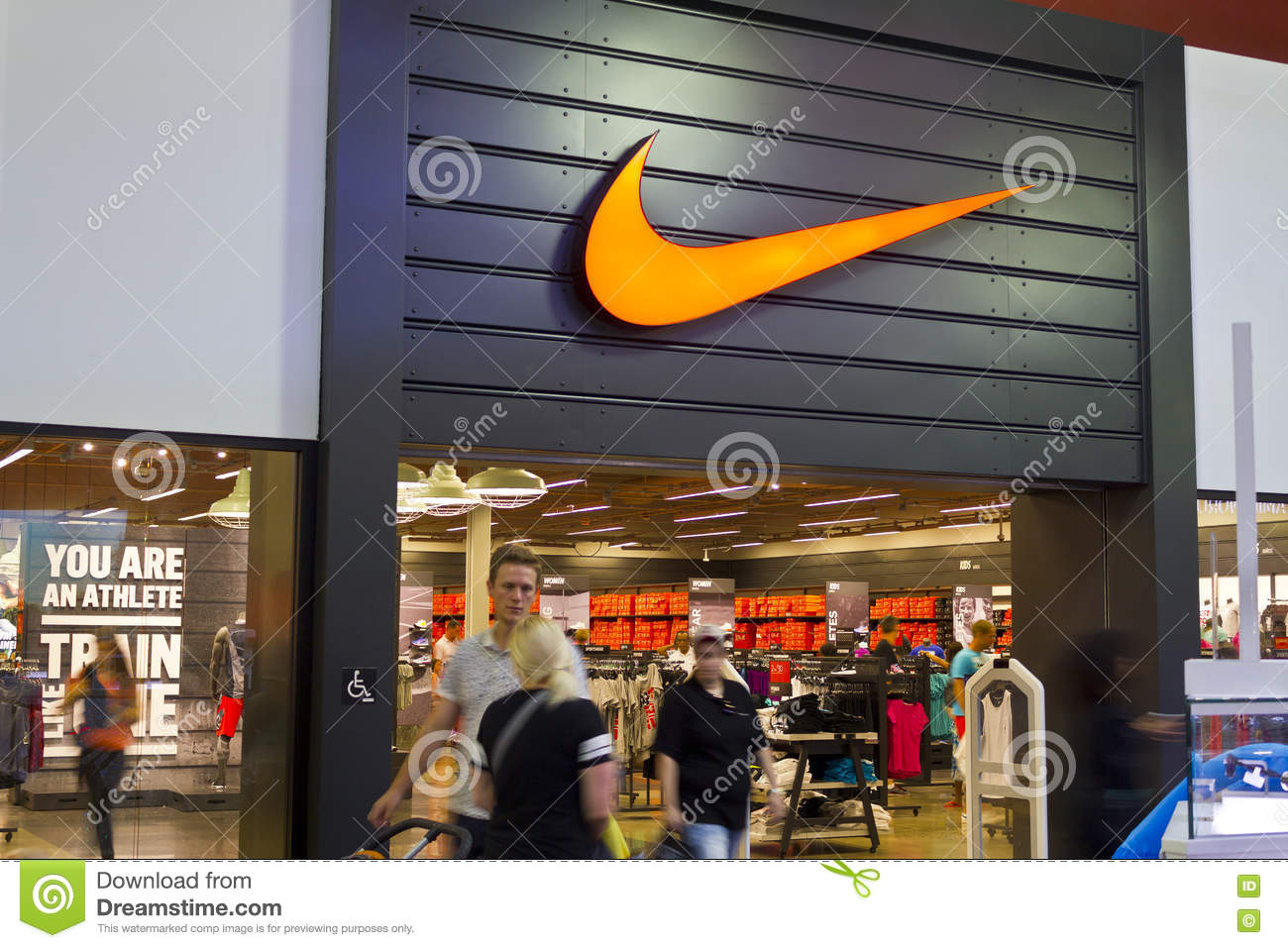 mall nike shoes