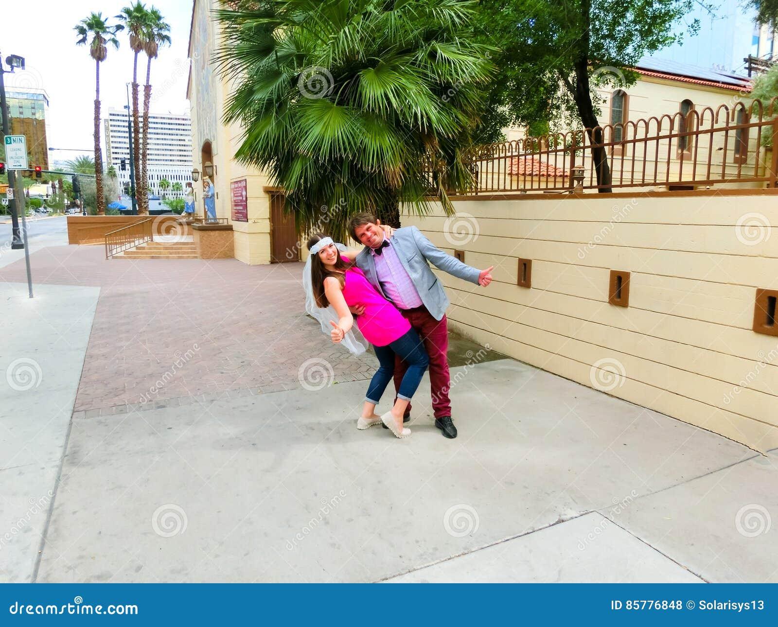Las Vegas, die Vereinigten Staaten von Amerika - 7. Mai 2016: Heirat in Las Vegas an der kleinen weißen Kapelle