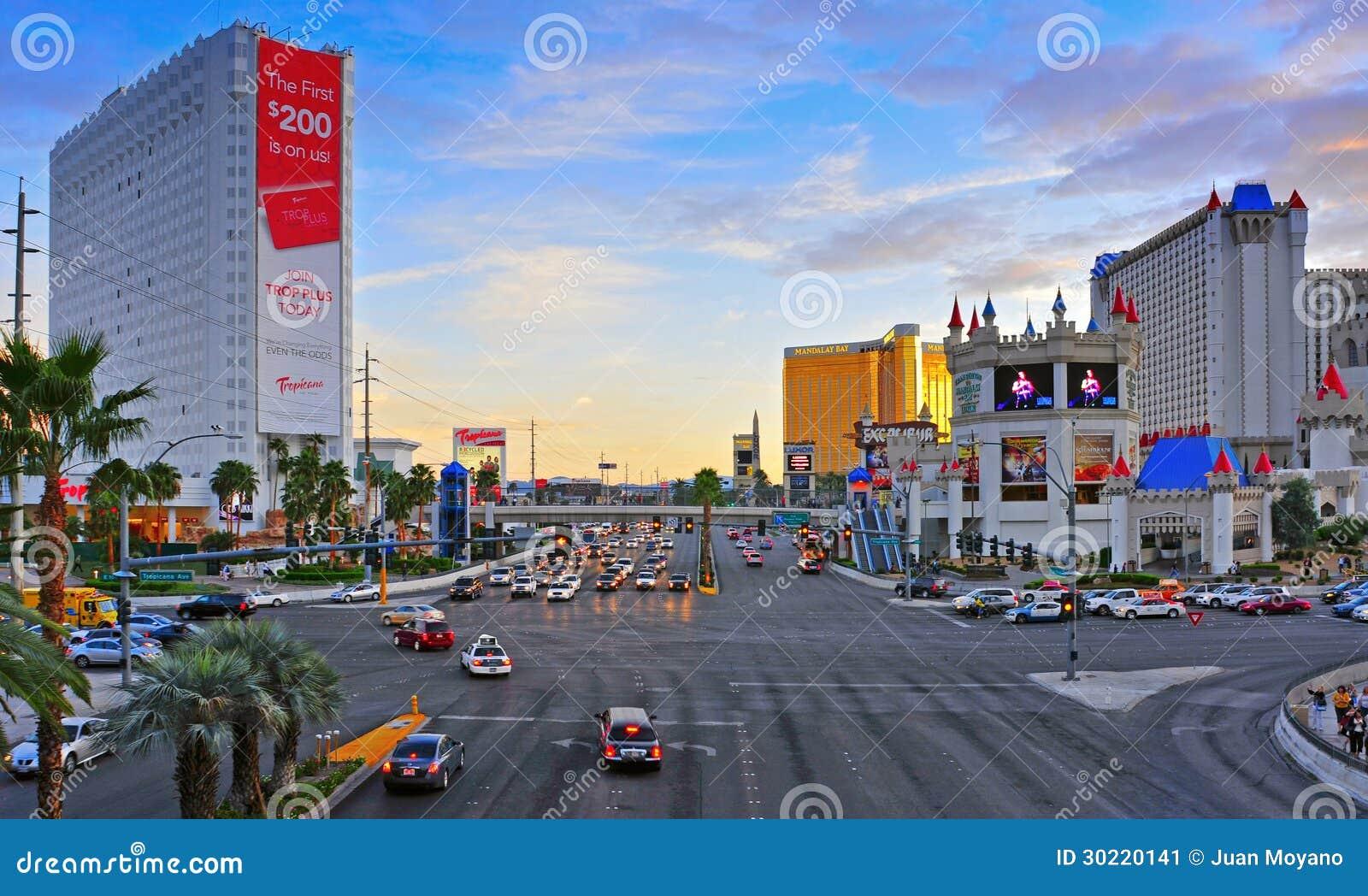 Tira de Las Vegas no por do sol, Las Vegas, Estados Unidos