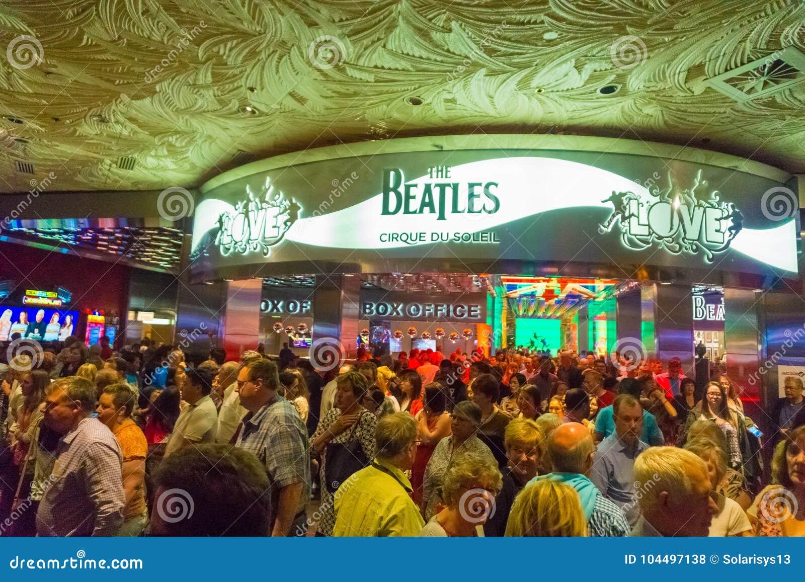 Las Vegas, Estados Unidos da América - 6 de maio de 2016: Entrada à mostra do amor do teatro de Beatles Cirque du Soleil no