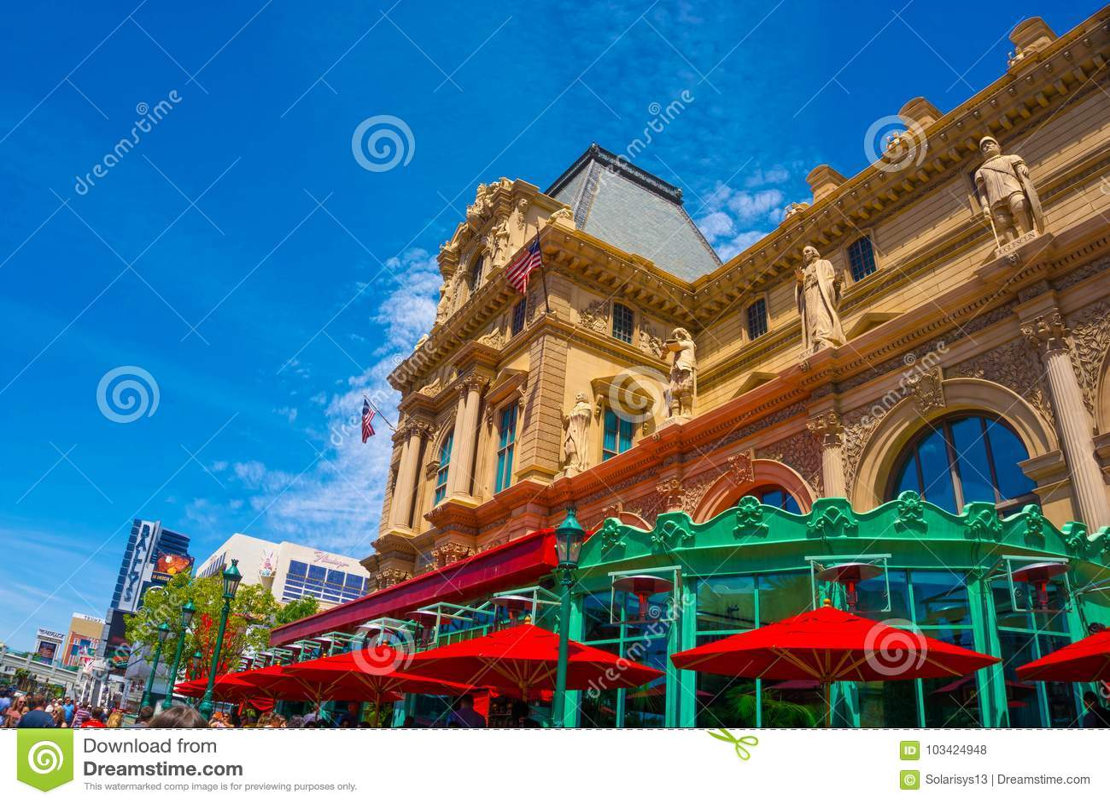 Las Vegas, Estados Unidos da América - 5 de maio de 2016: A vista do hotel de Paris na tira de Las Vegas