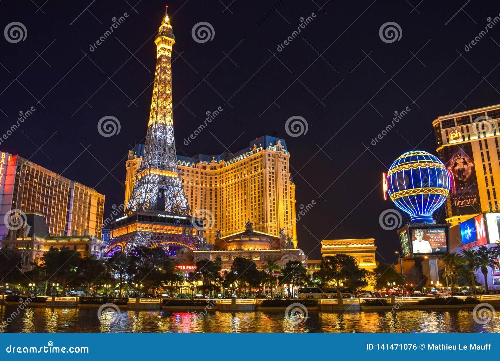 Las Vegas linia horyzontu i Paryż hotel Iluminujący kasyno &
