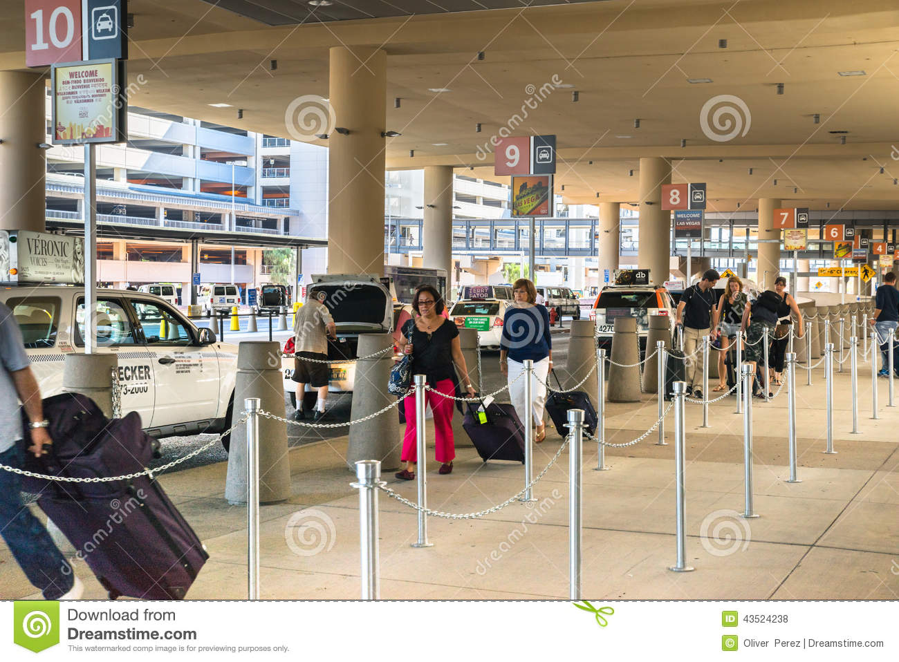 las vegas mccarran airport passengers making their way through the taxi line editorial stock