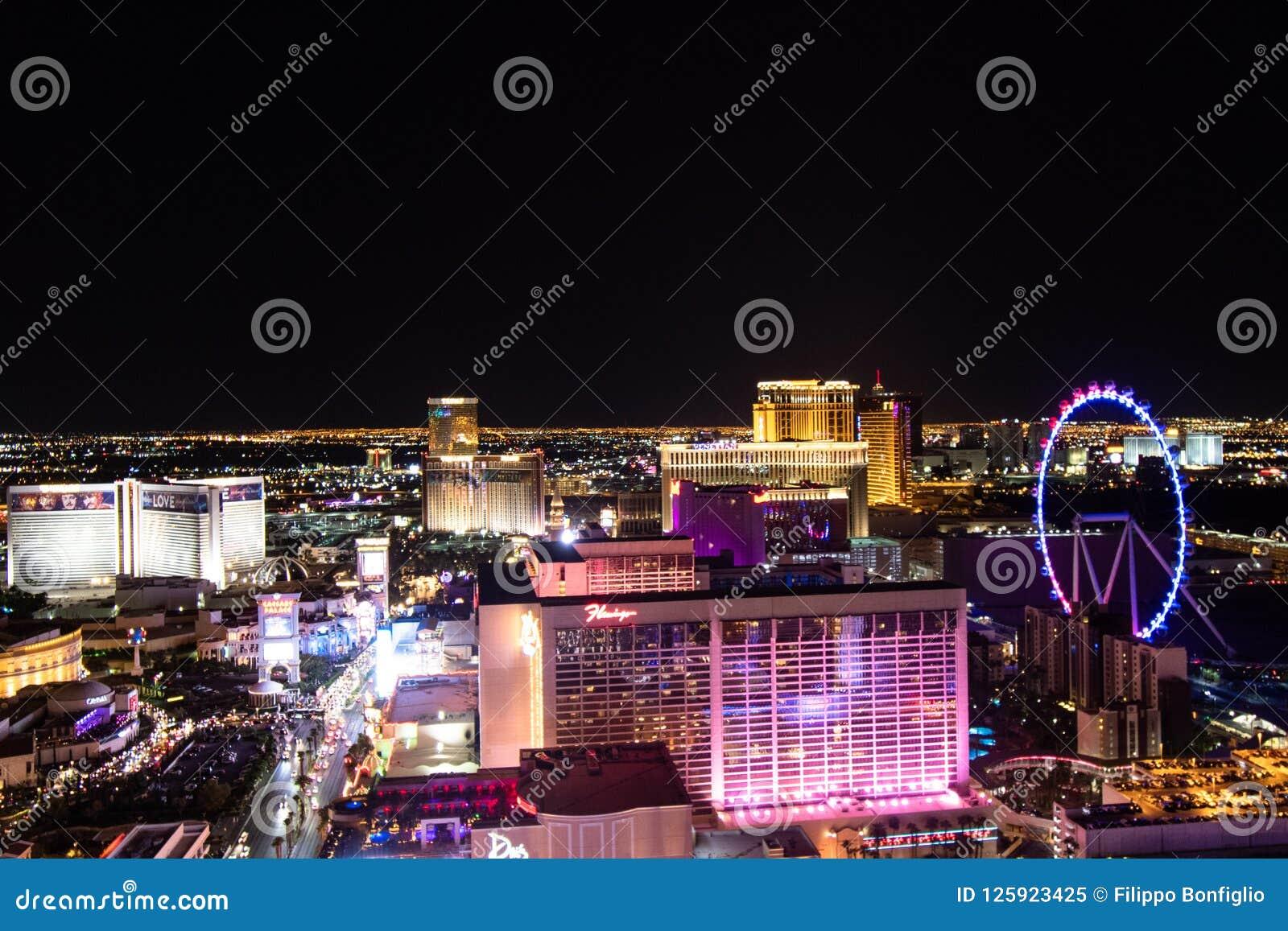 Las Vegas, nanovoltio, los E.E.U.U. 09032018: Opinión de la NOCHE de la tira con los hoteles históricos, incluyendo como el ` mal