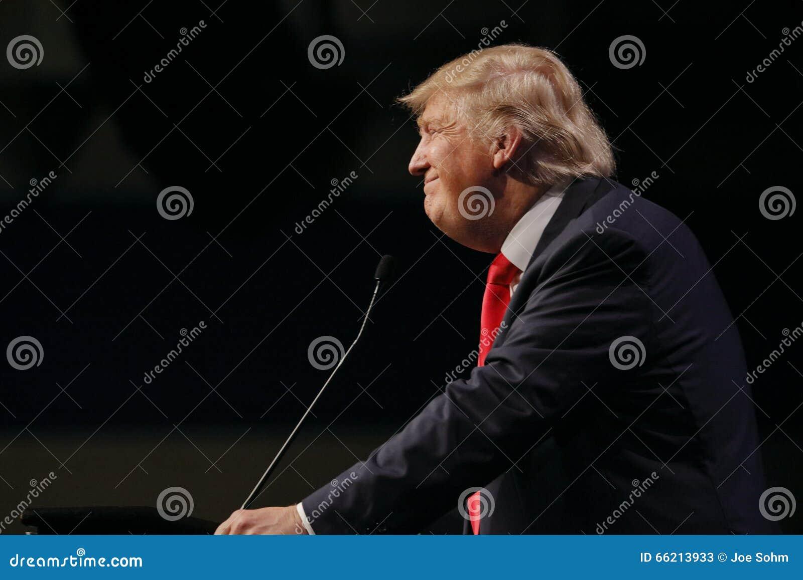 LAS VEGAS NEVADA, GRUDZIEŃ 14, 2015: Republikański kandyday na prezydenta Donald atut mówi przy kampanii wydarzeniem przy Westgat
