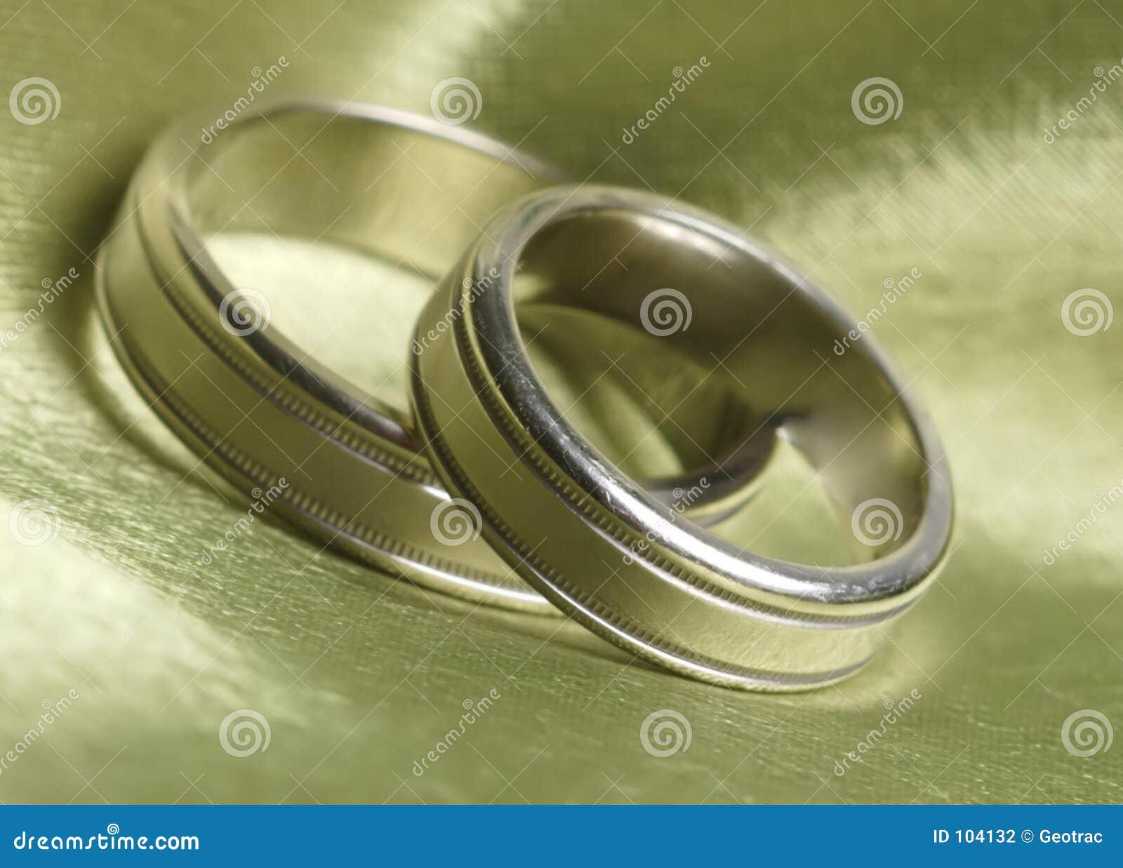Las vendas de boda para arriba se cierran en el satén verde