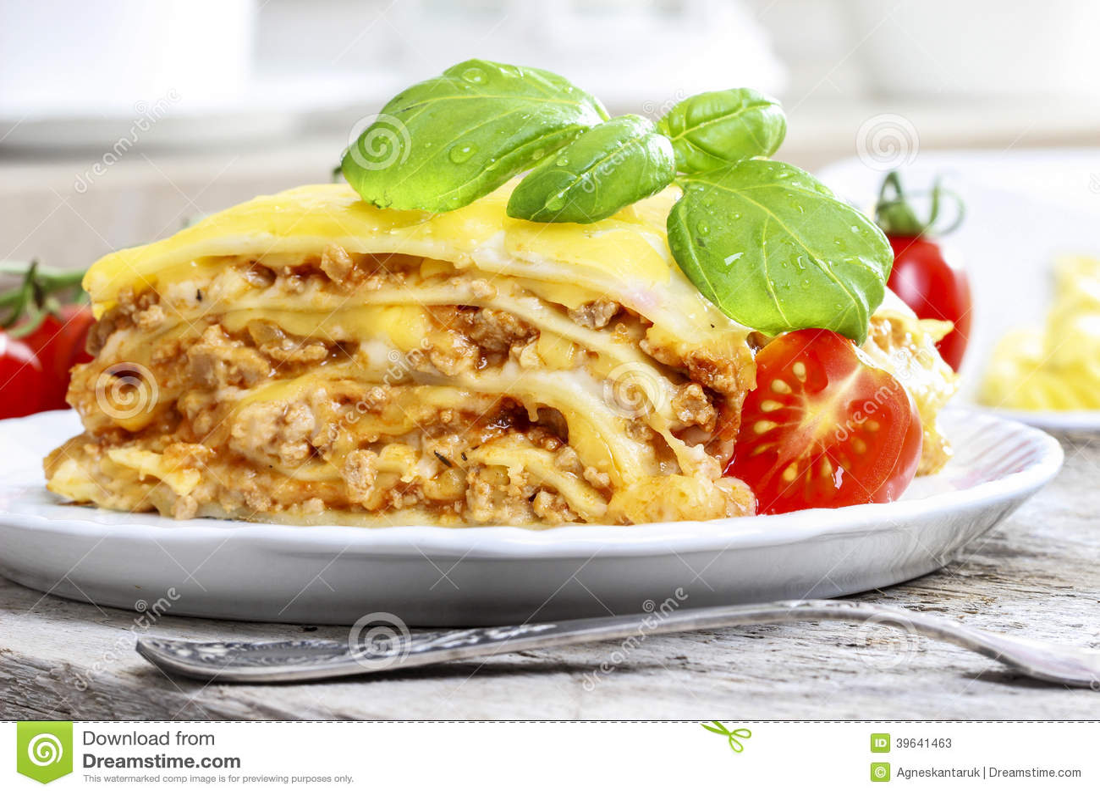 lasagne plat italien traditionnel photo stock image 39641463. Black Bedroom Furniture Sets. Home Design Ideas