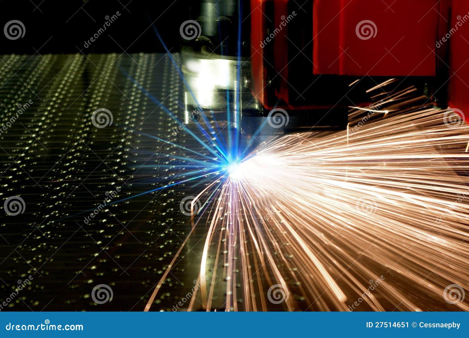 Laser-cutting av metallarket med sparks