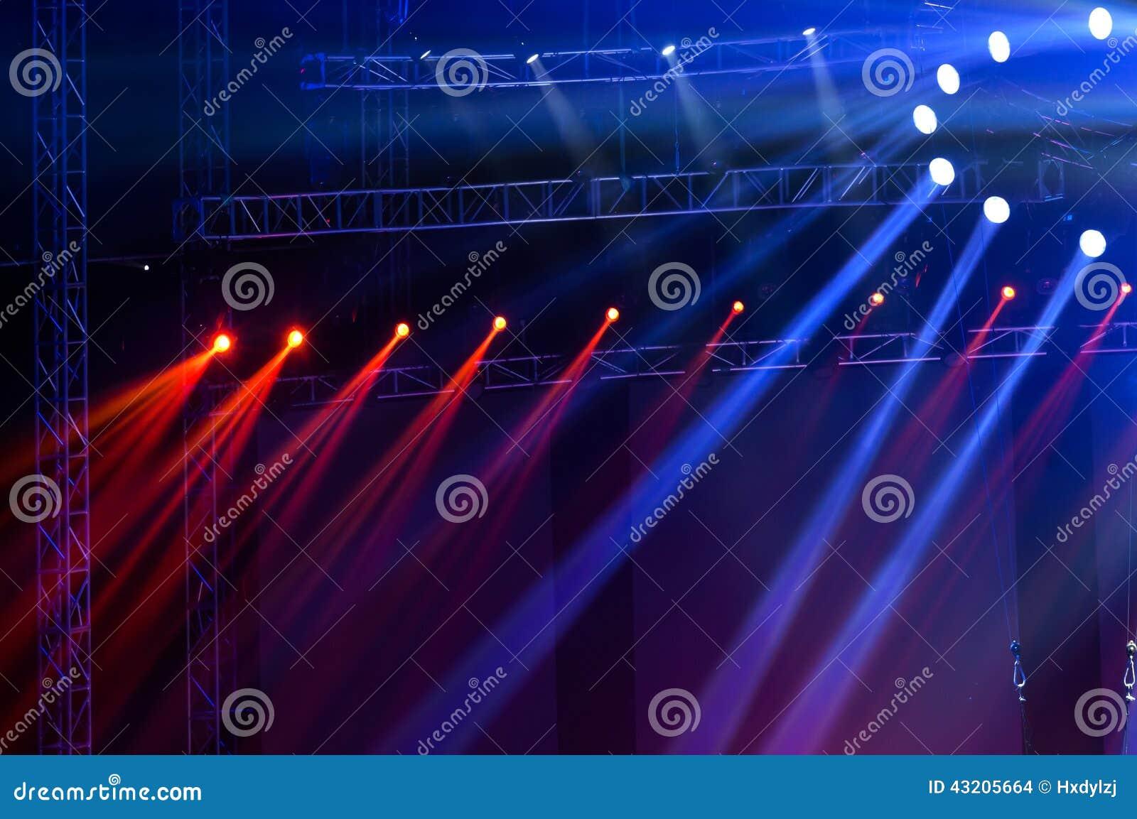 Download Laser-strålar Riktar Uppmärksamheten På Etappen Arkivfoto - Bild av kapacitet, deltagare: 43205664