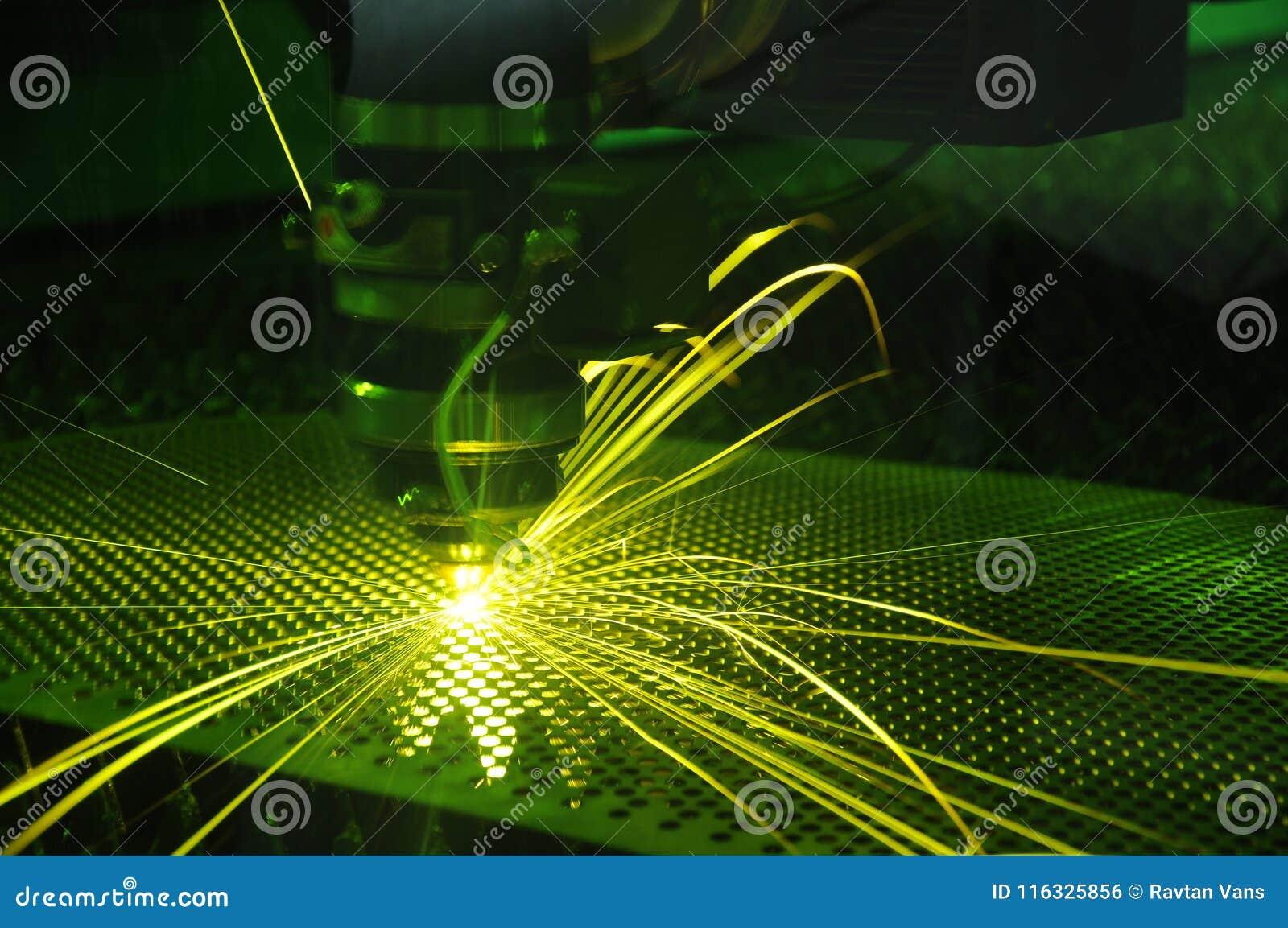 Laserknipsel en vonk op het werk