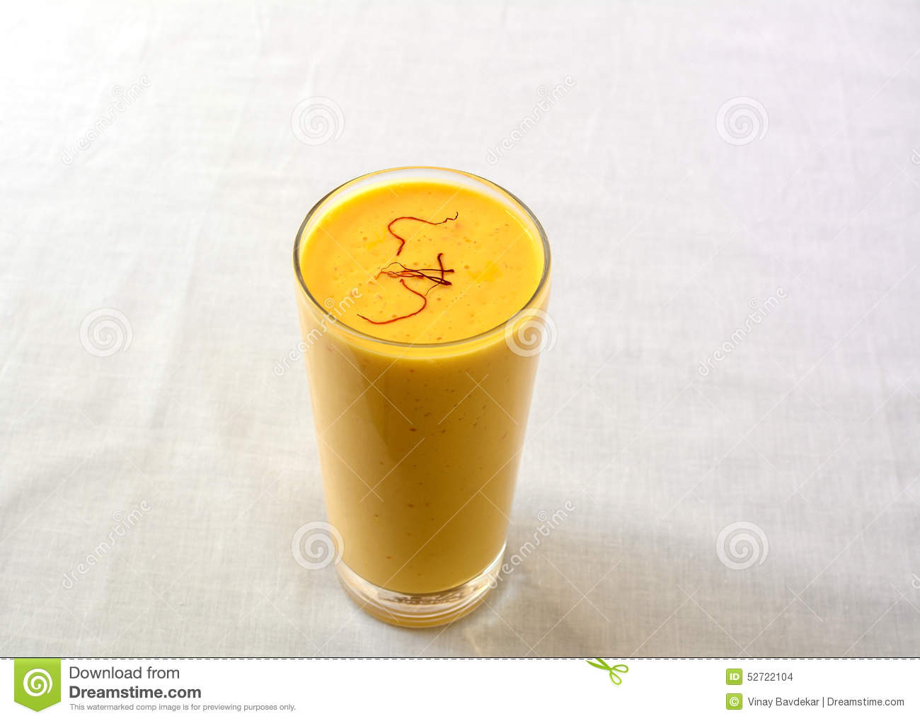 lassi de mangue dans un verre un smoothie indien doux photo stock image 52722104. Black Bedroom Furniture Sets. Home Design Ideas