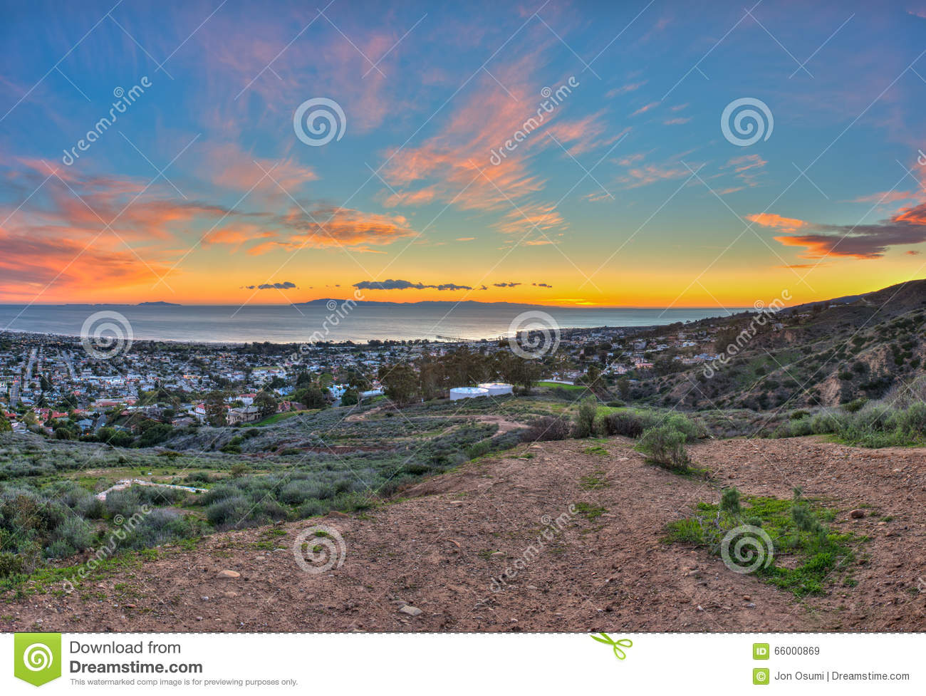 8cb9b3d38 Last Island Sunset Over City Of Ventura Stock Image - Image of ...