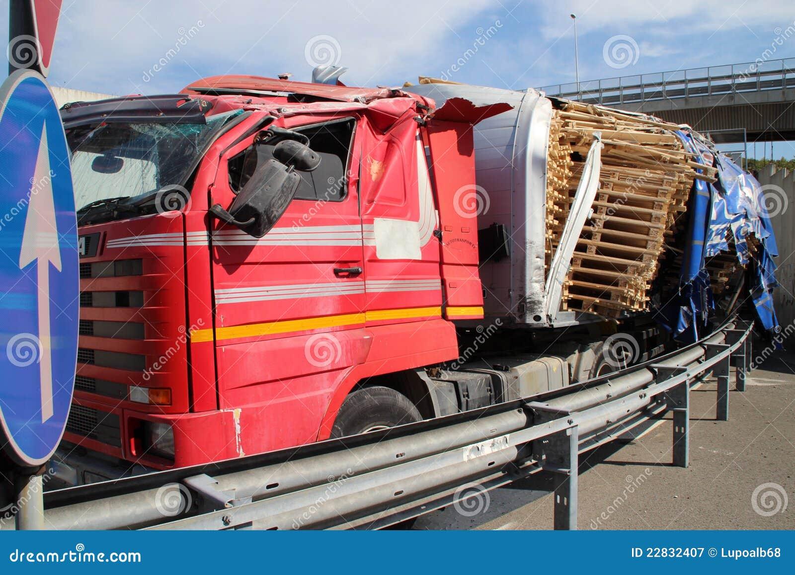 Lastbil av vägen, olycka