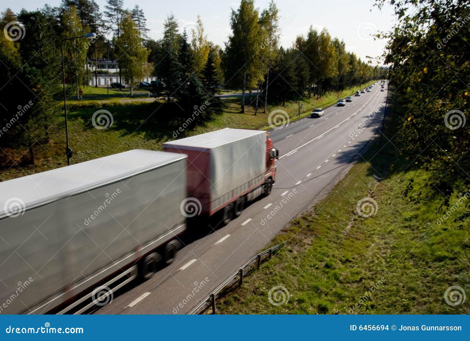 Lastbil i rörelse