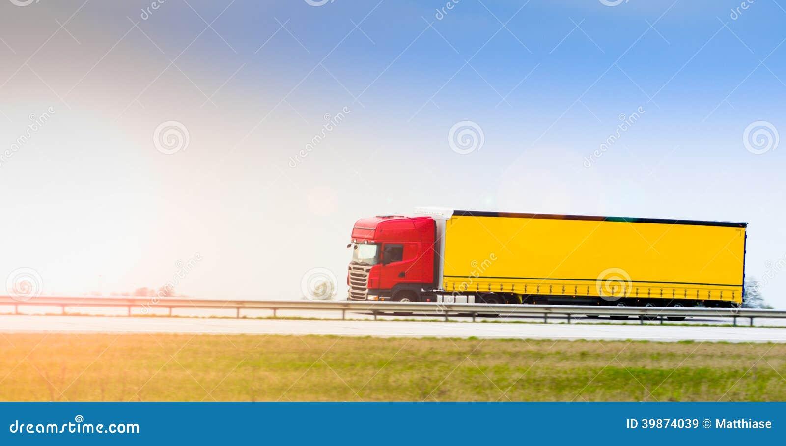 Lastbil på huvudvägen