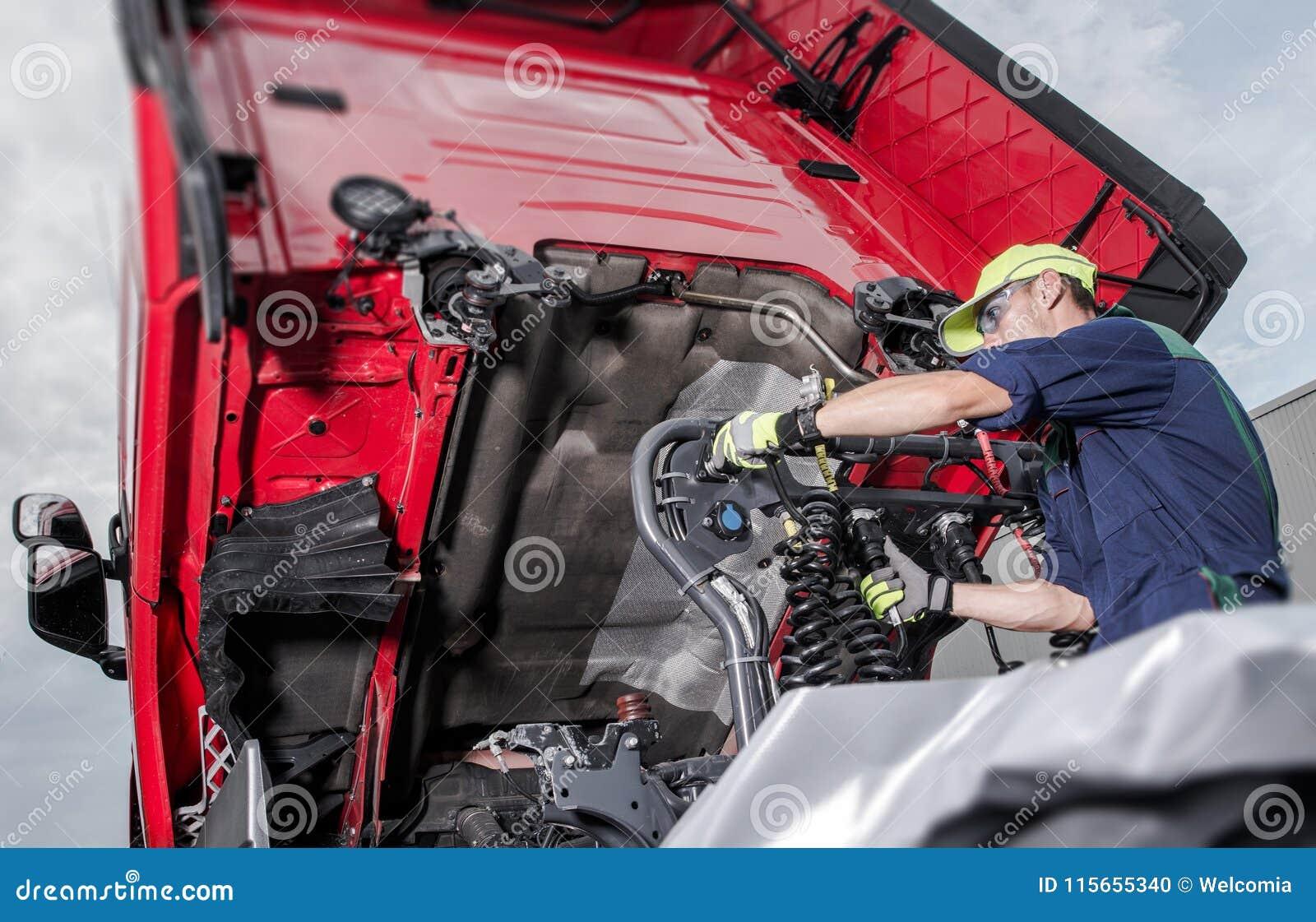 Lastbil under underhåll