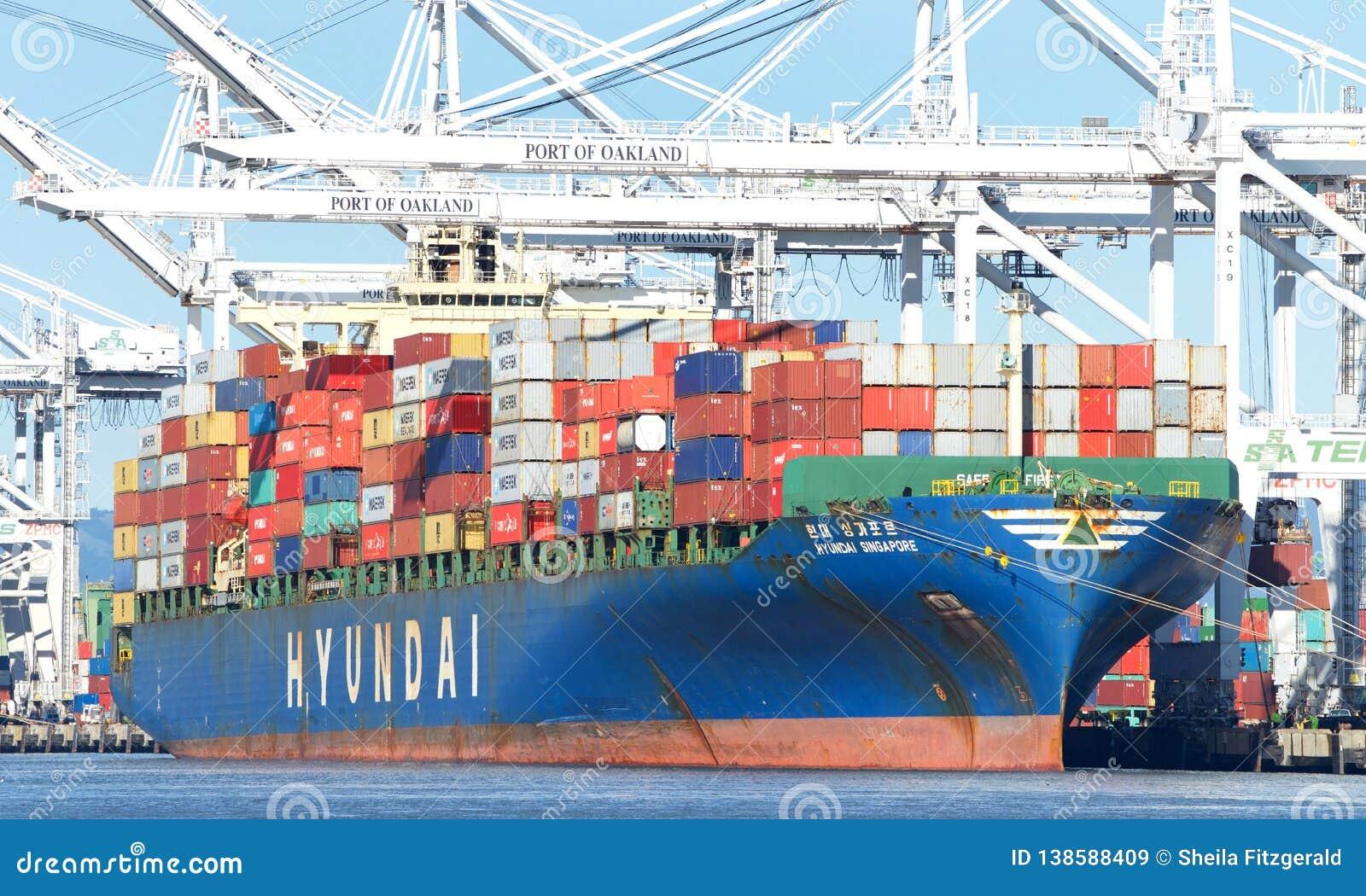 LastfartygHYUNDAI SINGAPORE päfyllning på porten av Oakland