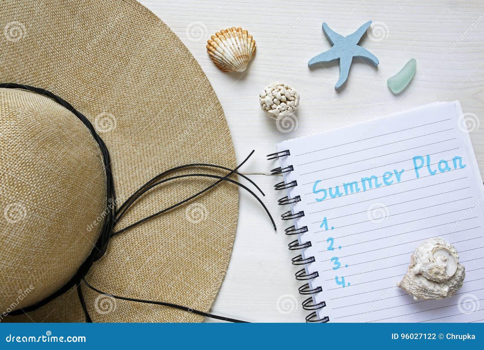 Lata heblowania pojęcia słomiany kapelusz, seashells i notatnik,