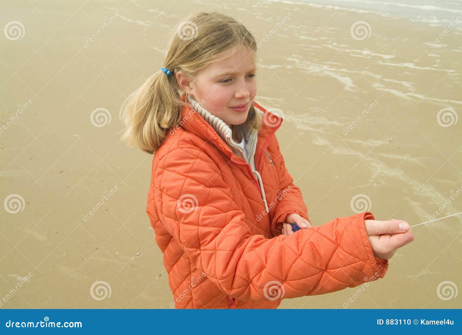 Latający plażowi dziewczyny latawca young