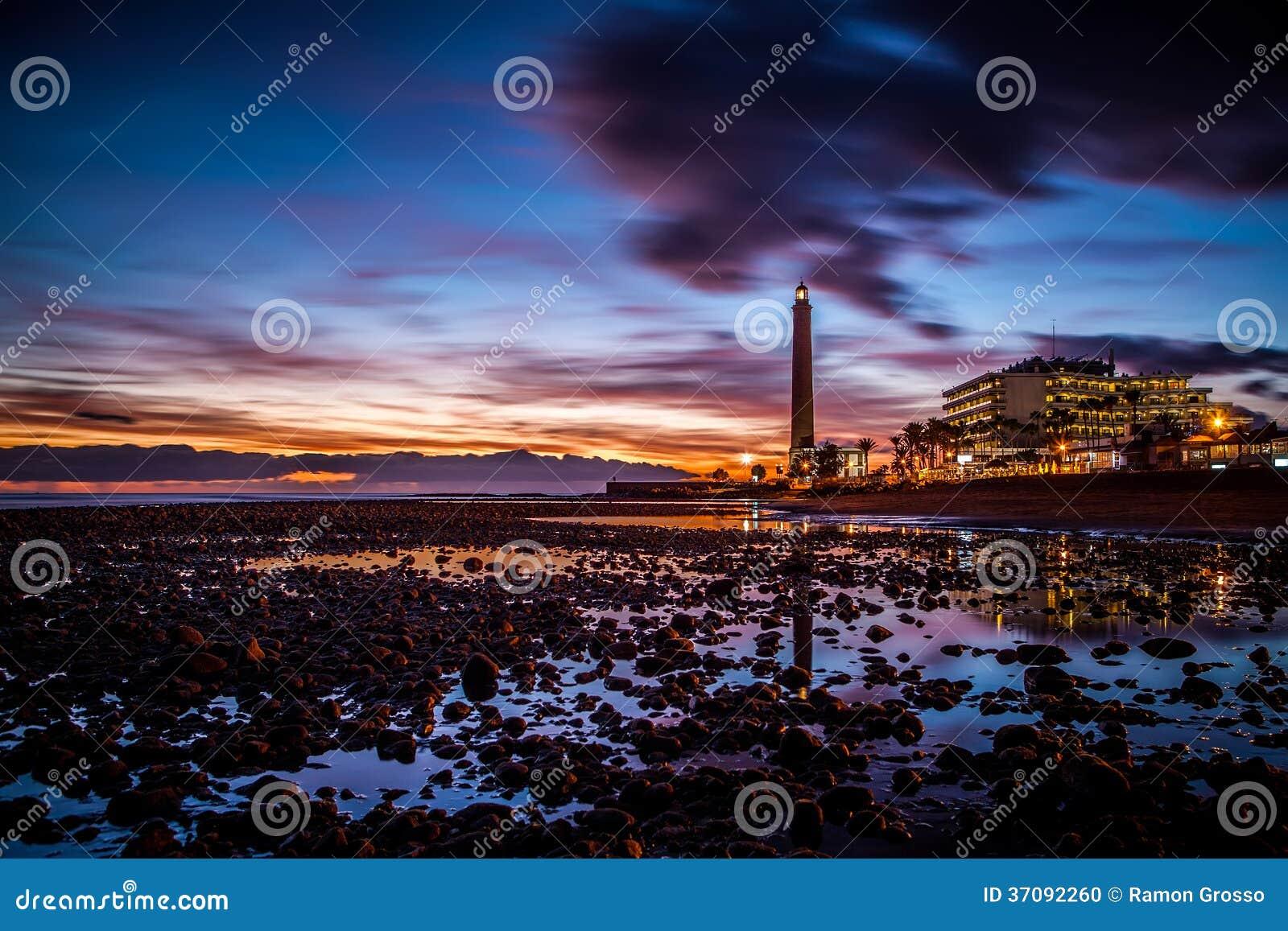 Download Latarnia morska zdjęcie stock. Obraz złożonej z promień - 37092260