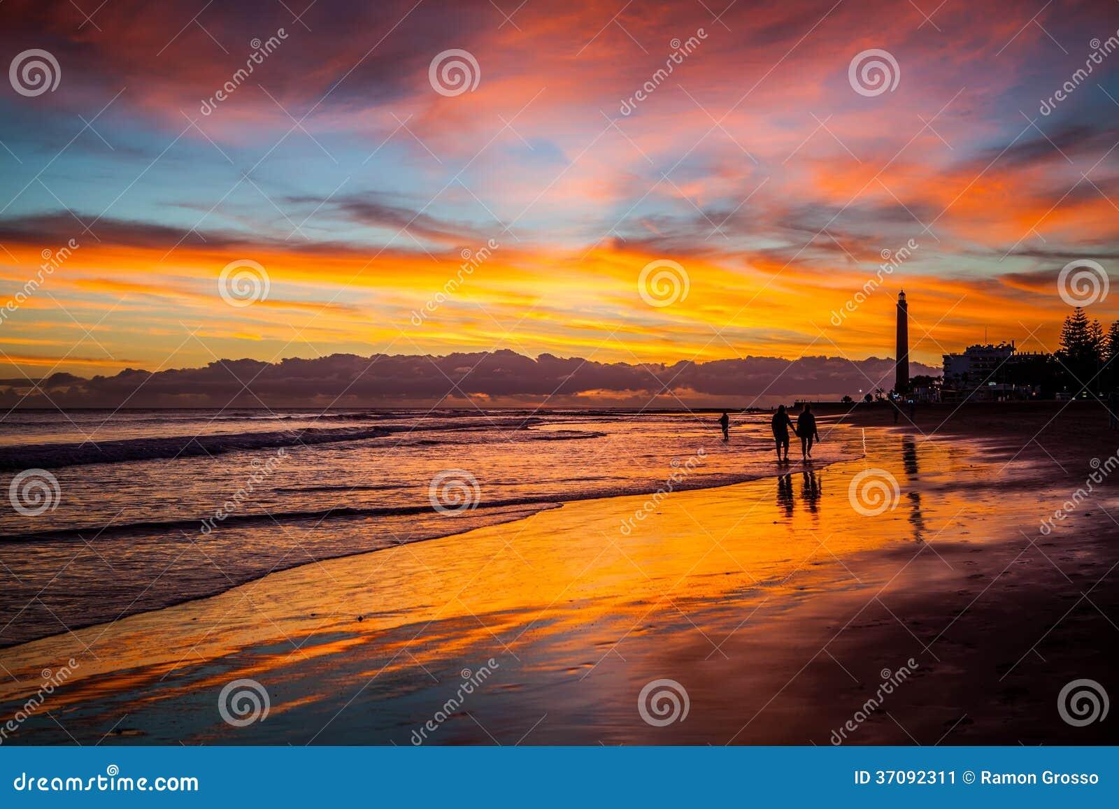 Download Latarnia morska obraz stock. Obraz złożonej z fala, nautyczny - 37092311