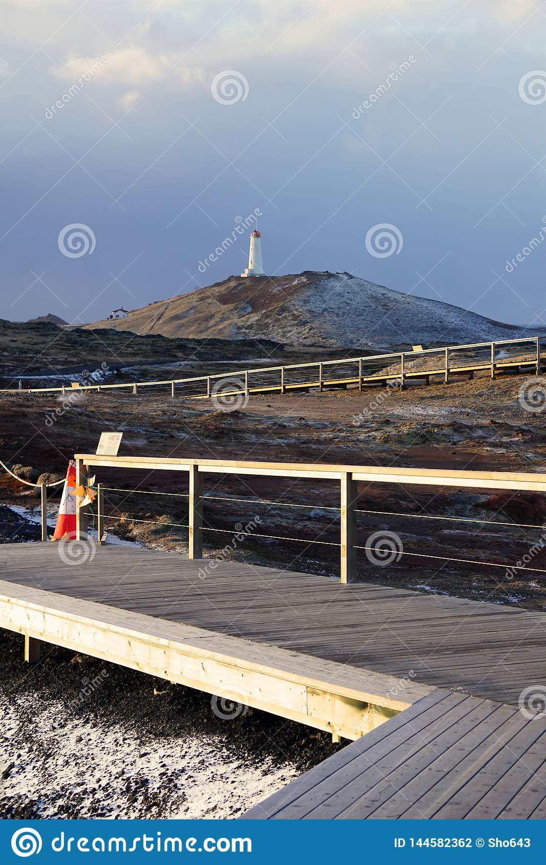 Latarnia morska blisko Gunnuhver Geotermicznego terenu