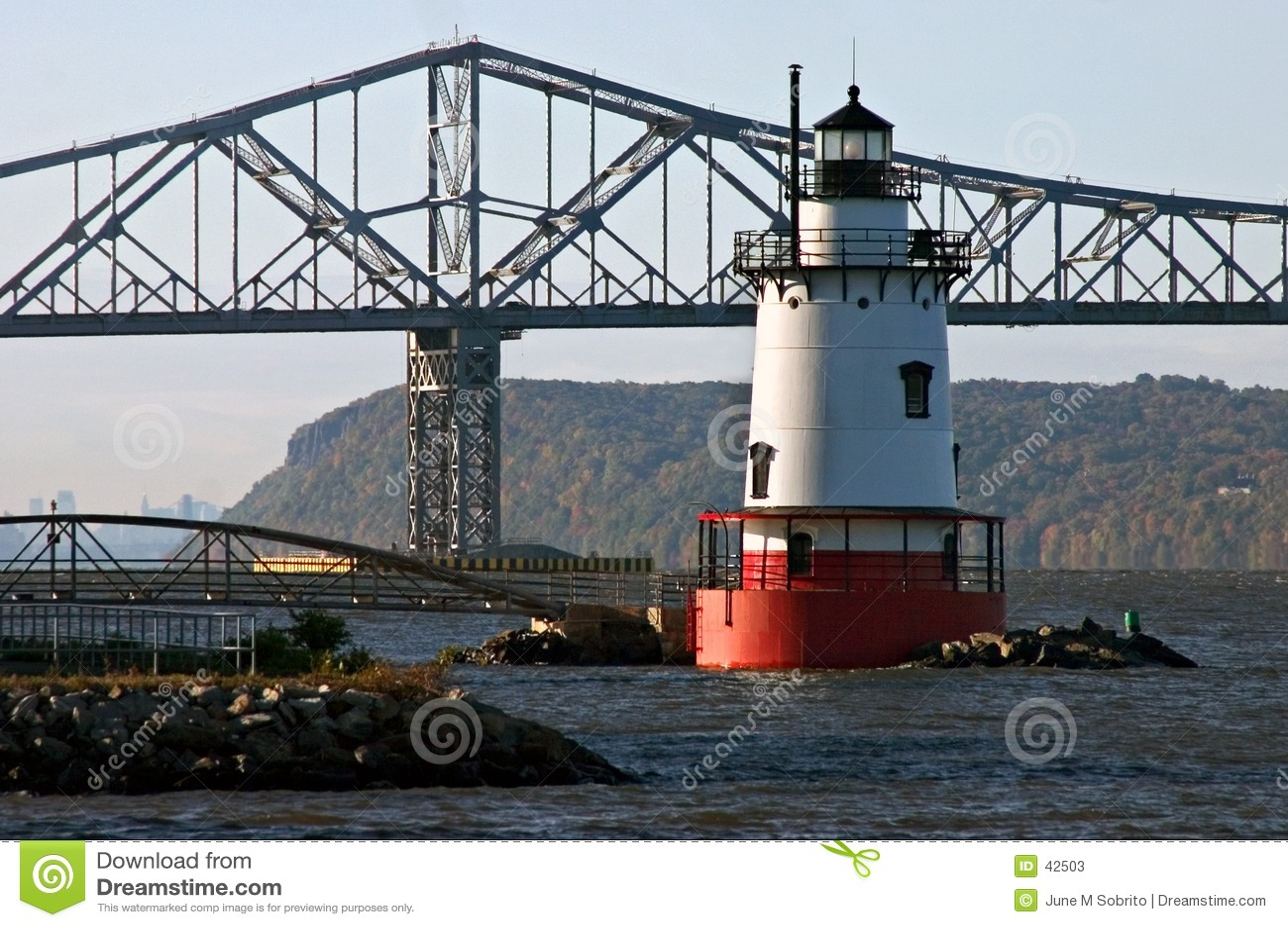 Latarnia morska bridge